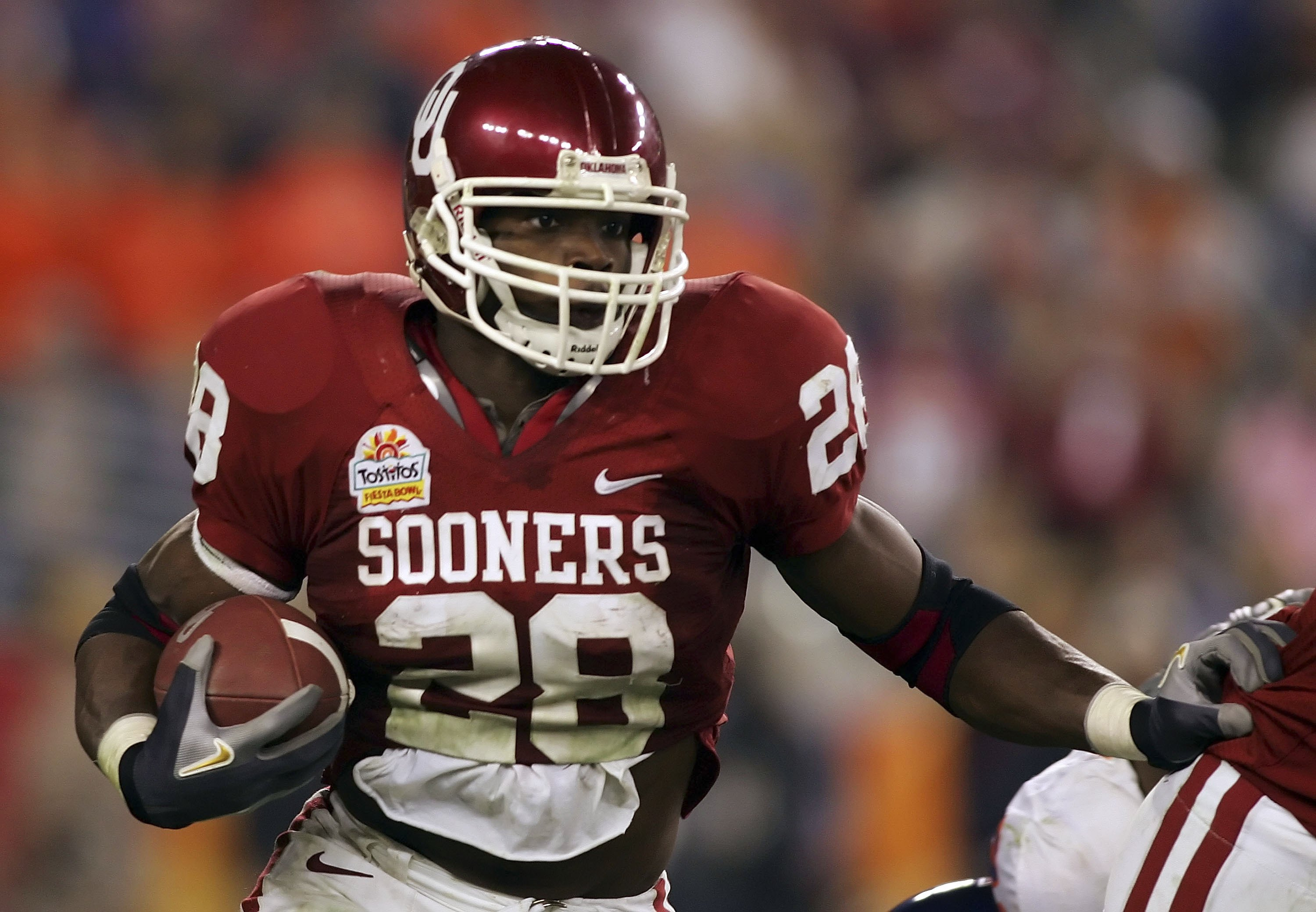 GLENDALE, AZ - JANUARY 1:  Running back Adrian Peterson #28 of the Oklahoma Sooners runs the football in the third quarter of the Tostito's Fiesta Bowl against the Boise State Broncos at University of Phoenix Stadium January 1, 2007 in Glendale, Arizona.