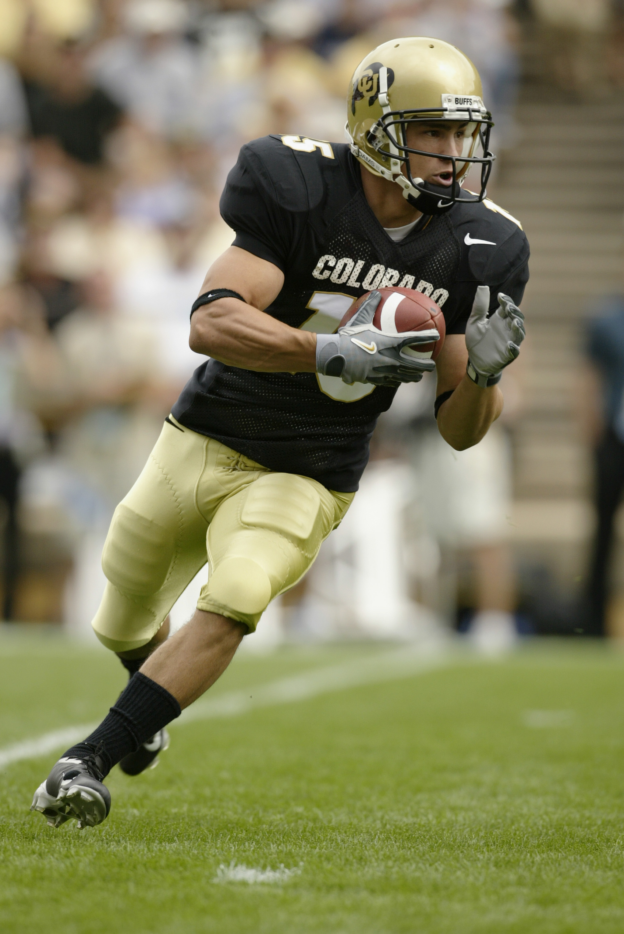 BOULDER, CO - SEPTEMBER 6:  Wide receiver Jeremy Bloom #15 of the Colorado Buffaloes runs a reverse against the UCLA Bruins on September 6, 2003 at Folsom Field in Boulder, Colorado. Colorado defeated UCLA 16-14. (Photo by Brian Bahr/Getty Images)