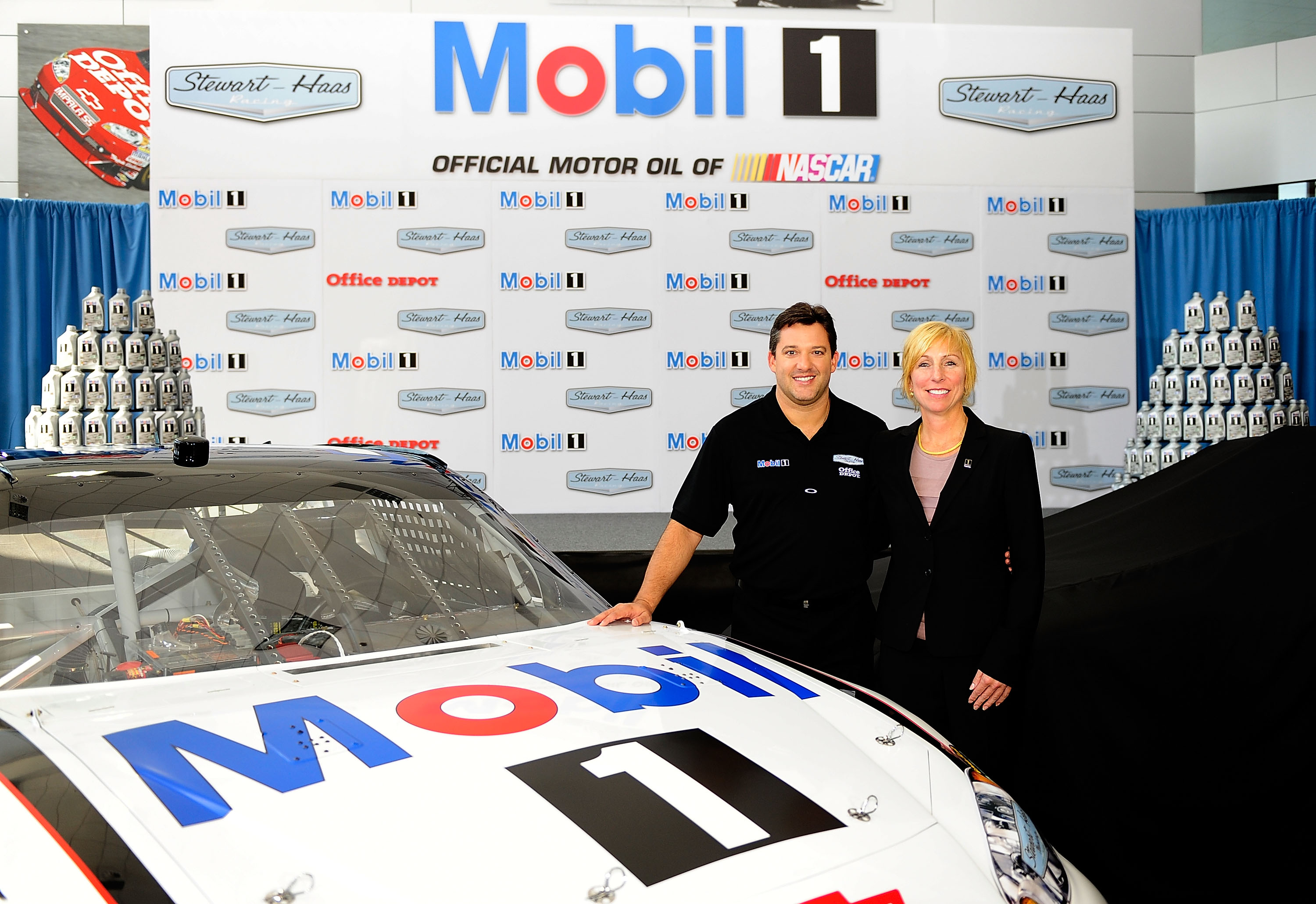 Tony Stewart resolved his 2011 sponsorship issues with the announcement of the Mobil 1 sponsorship.