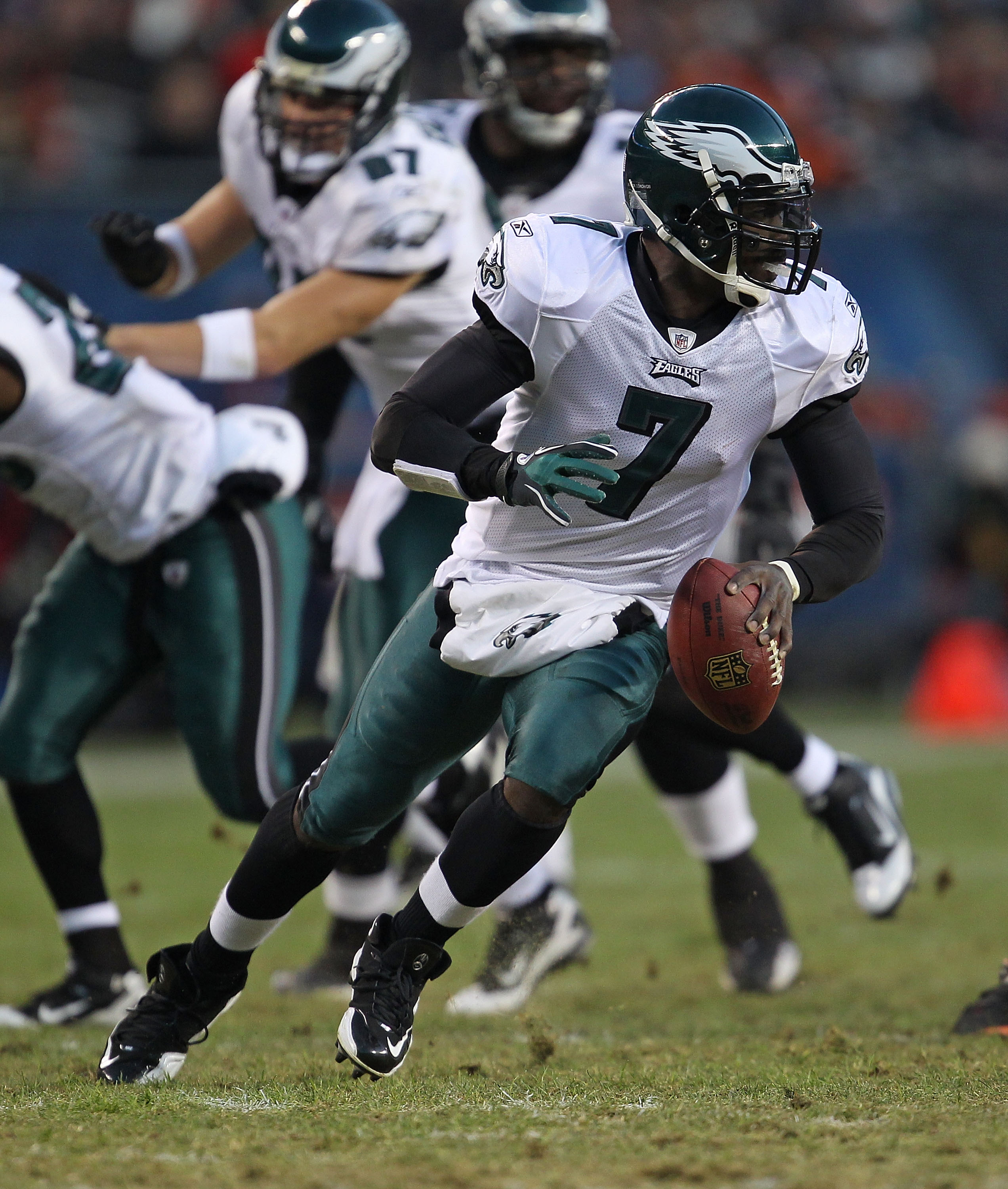 CHICAGO - NOVEMBER 28: Michael Vick #7 of the Philadelphia Eagles runs as he looks for a receiver against the Chicago Bears at Soldier Field on November 28, 2010 in Chicago, Illinois. The Bears defeated the Eagles 31-26. (Photo by Jonathan Daniel/Getty Im