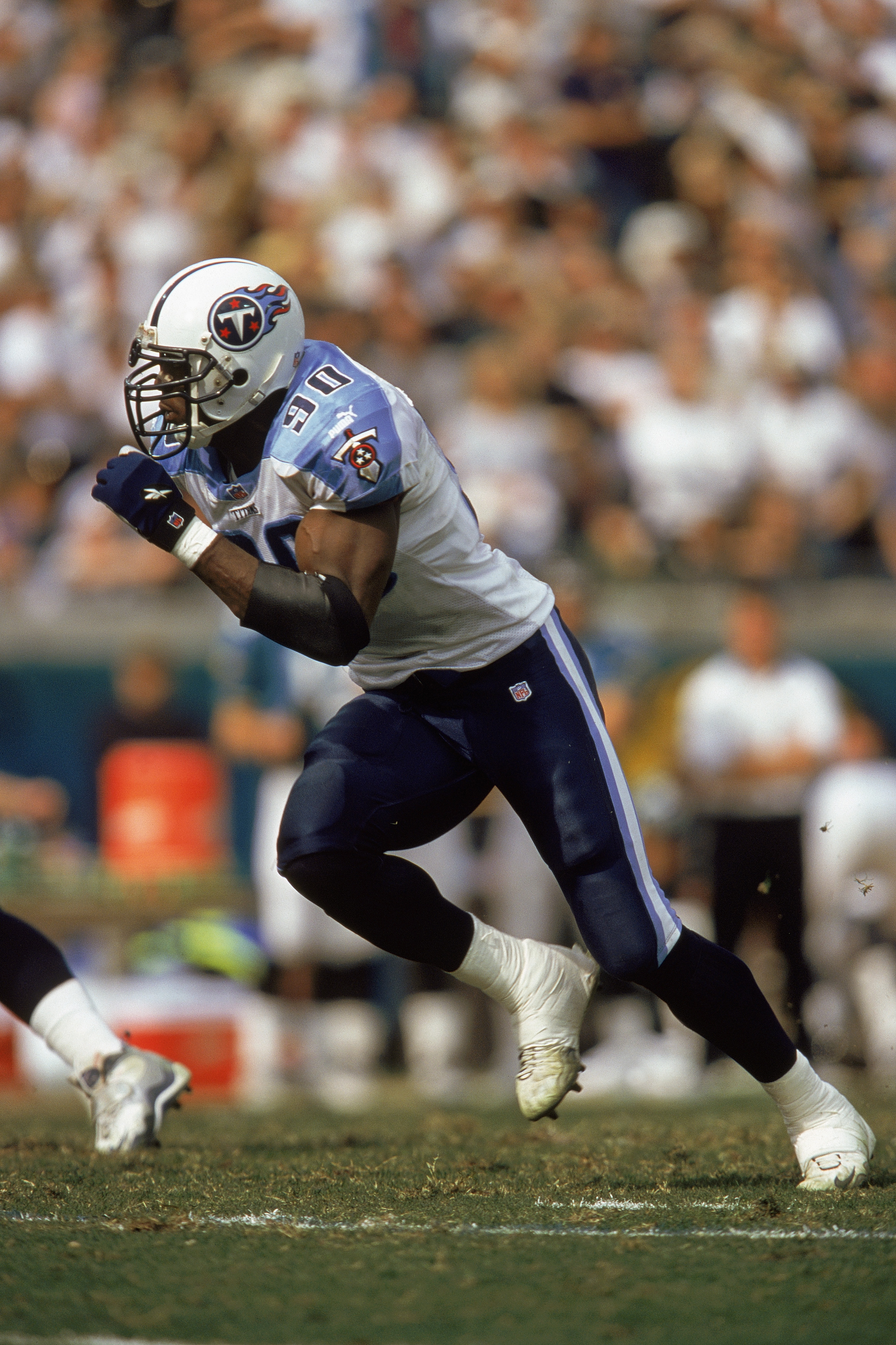 JACKSONVILLE, FL - JANUARY 23:  Jevon Kearse #90 of the Tennessee Titans sprints up the field during an NFL game against the Jacksonville Jaguars at Altell Stadium on January 23, 2000 in Jacksonville, Florida.  The Titans defeated the Jaguars 33-14.  (Pho