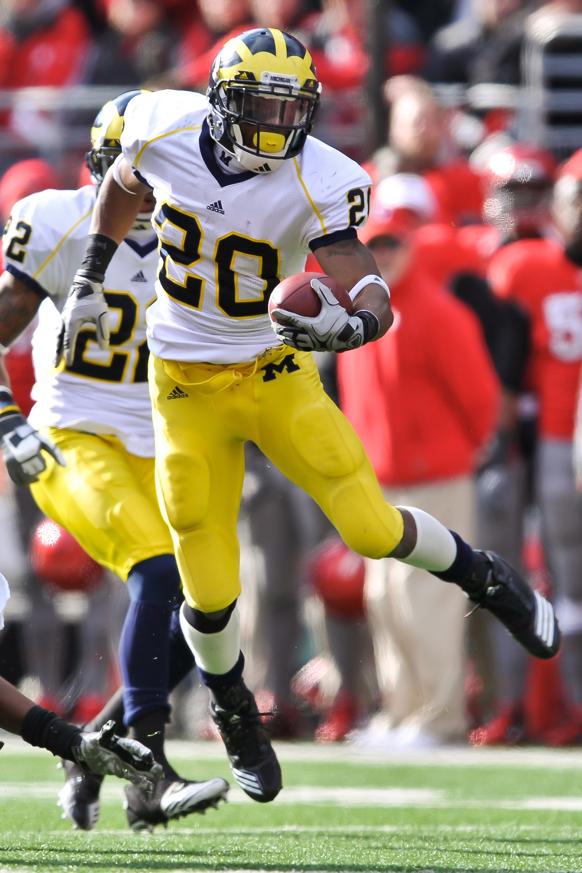COLUMBUS, OH - NOVEMBER 27:  Michael Shaw #20 of the Michigan Wolverines runs with the ball against the Ohio State Buckeyes at Ohio Stadium on November 27, 2010 in Columbus, Ohio.  (Photo by Jamie Sabau/Getty Images)