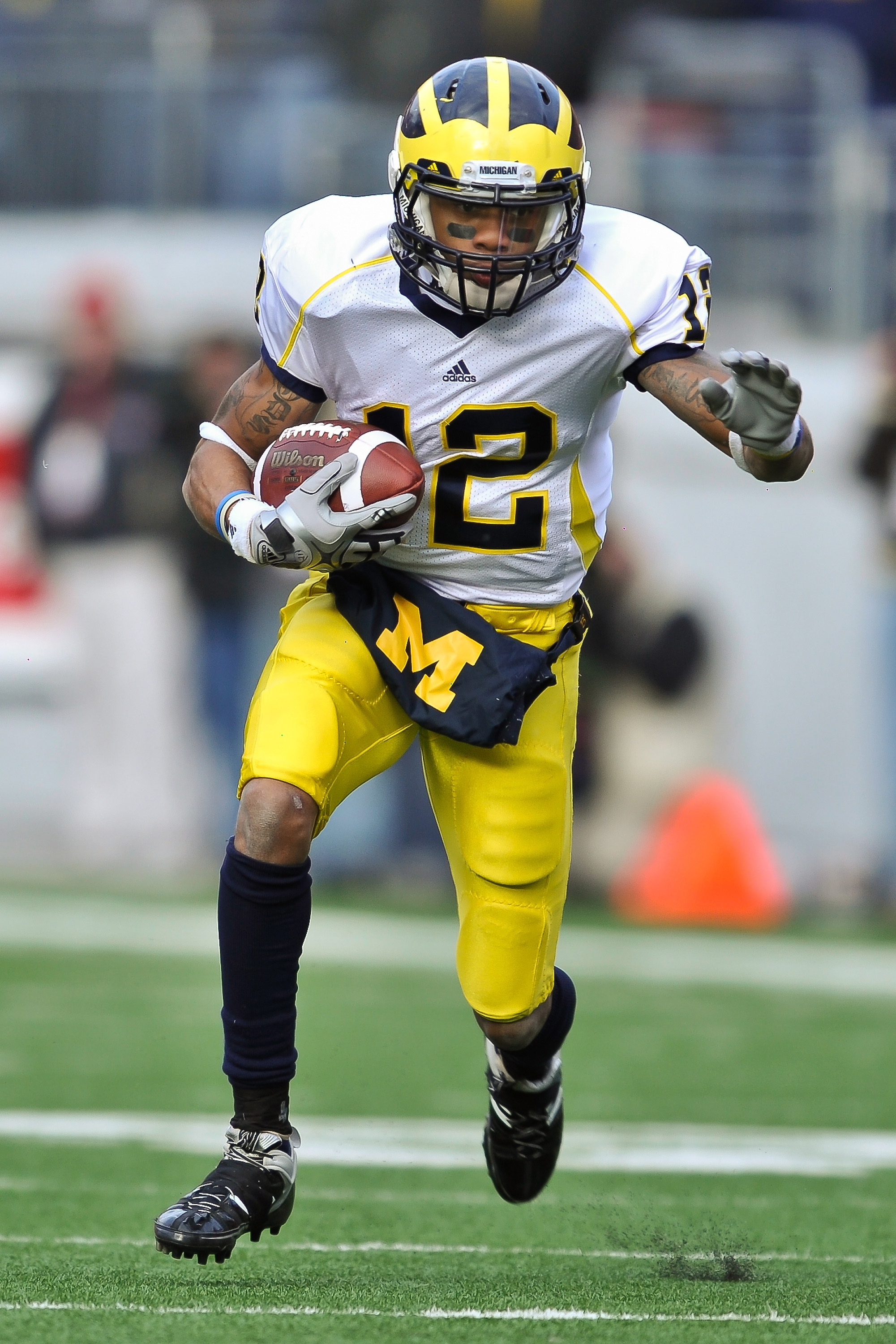 COLUMBUS, OH - NOVEMBER 27:  Roy Roundtree #12 of the Michigan Wolverines runs with the ball against the Ohio State Buckeyes at Ohio Stadium on November 27, 2010 in Columbus, Ohio.  (Photo by Jamie Sabau/Getty Images)
