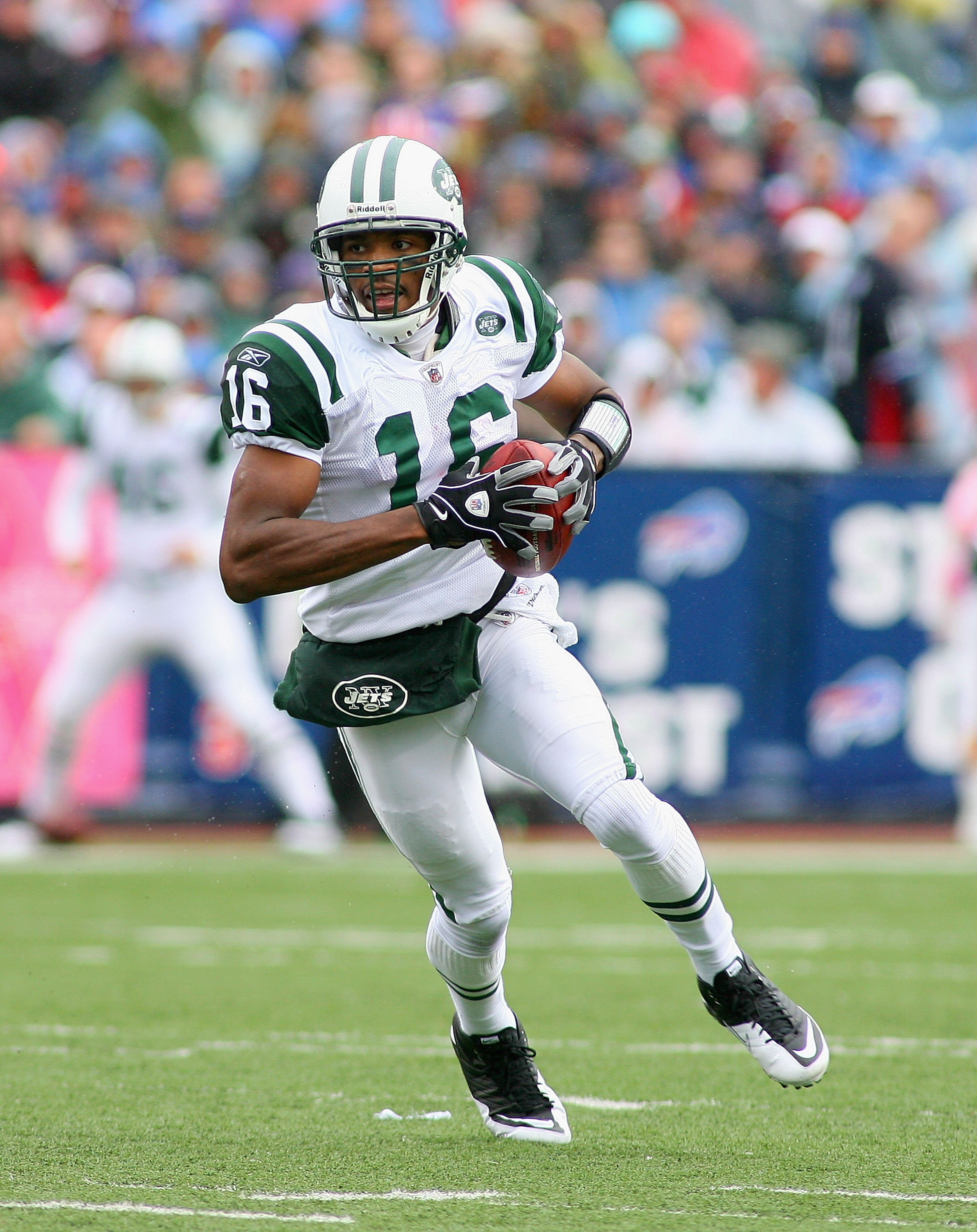 ORCHARD PARK, NY - OCTOBER 03:  Brad Smith #16 of the New York Jets runs against the Buffalo Bills at Ralph Wilson Stadium on October 3, 2010 in Orchard Park, New York. The Jets won 38-14.  (Photo by Rick Stewart/Getty Images)