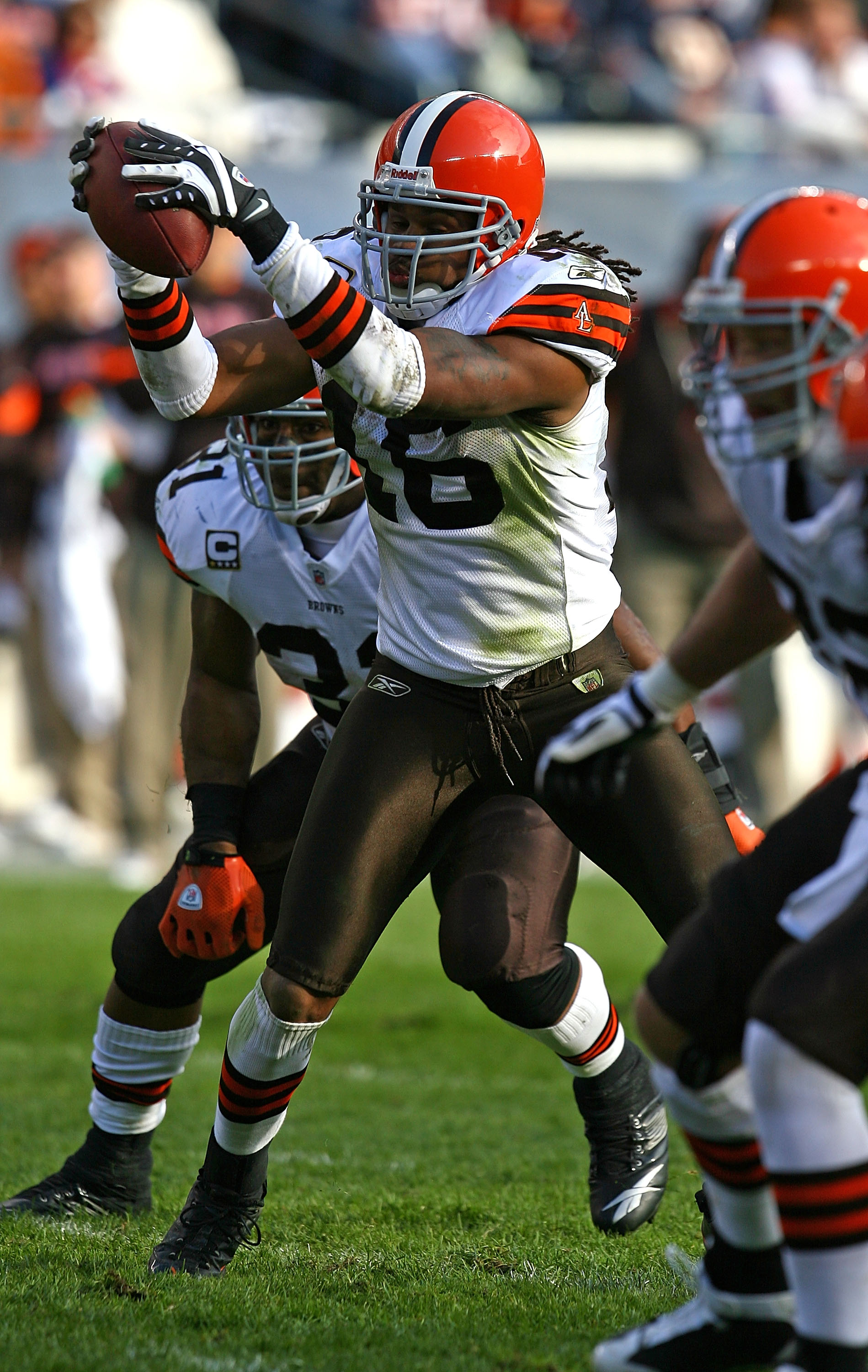 CHICAGO - NOVEMBER 01: Joshua Cribbs #16 of the Cleveland Browns takes the snap from center in the 'wildcat' formation against the Chicago Bears at Soldier Field on November 1, 2009 in Chicago, Illinois. The Bears defeated the Browns 30-6. (Photo by Jonat