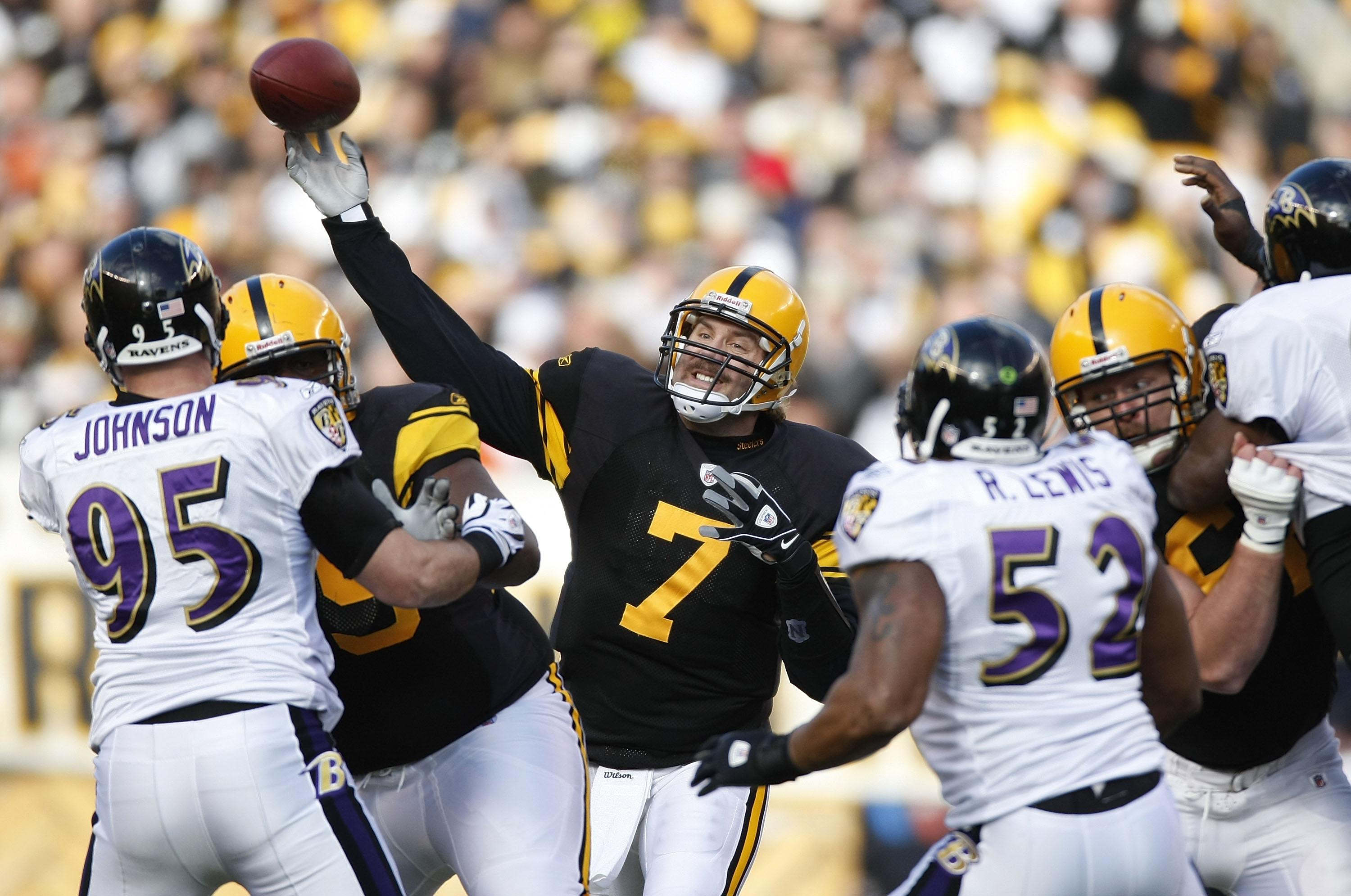 0815aad434e PITTSBURGH - DECEMBER 27  Ben Roethlisberger  7 of the Pittsburgh Steelers  throws a first