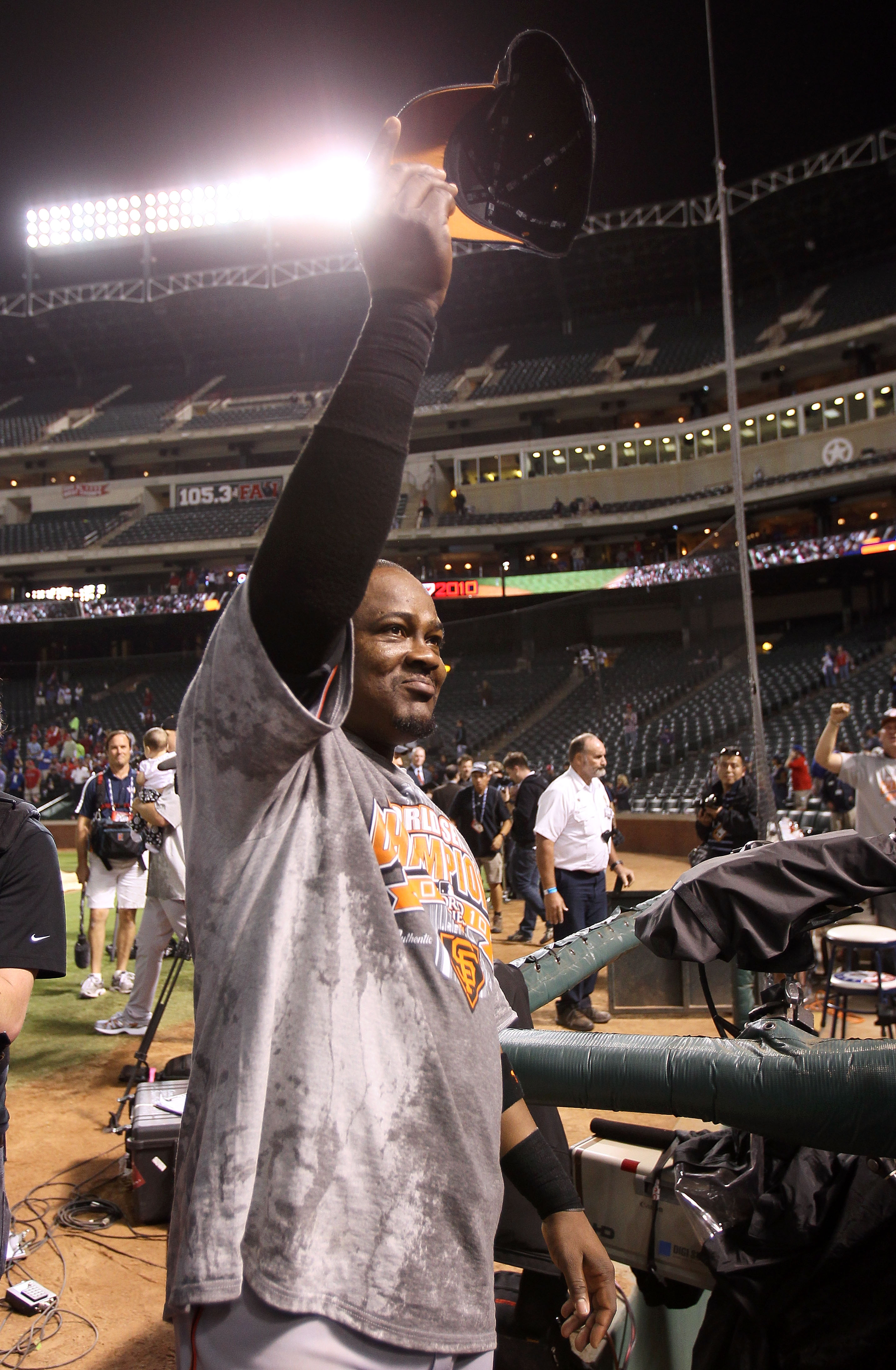 The Dodgers would like Juan Uribe to do this again in 2011.