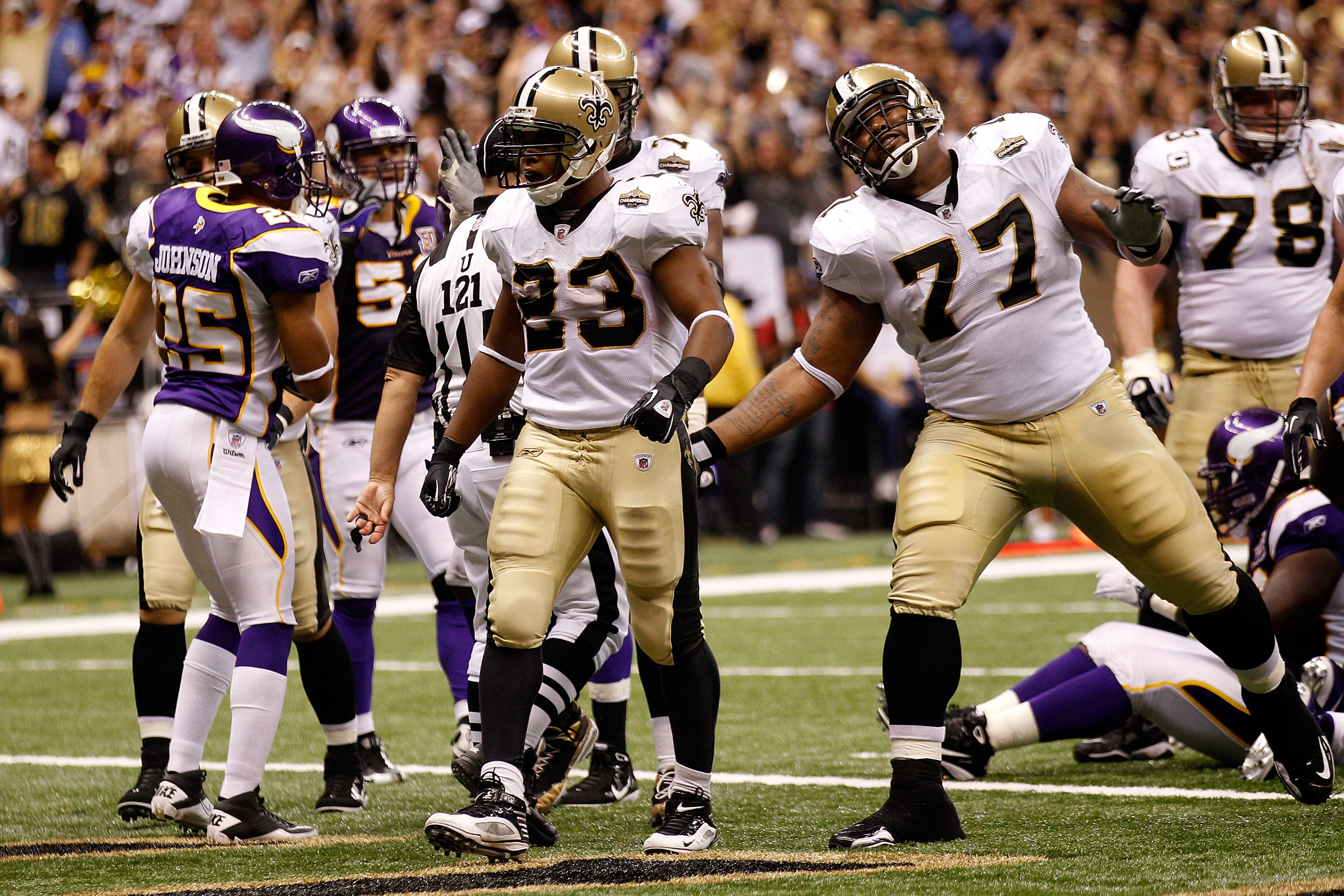 NEW ORLEANS - SEPTEMBER 09:  Pierre Thomas #23 and Carl Nicks #77 of the New Orleans Saints celebrate after Thomas scored a 1-yard rushing touchdown in the third quarter against the Minnesota Vikings at Louisiana Superdome on September 9, 2010 in New Orle