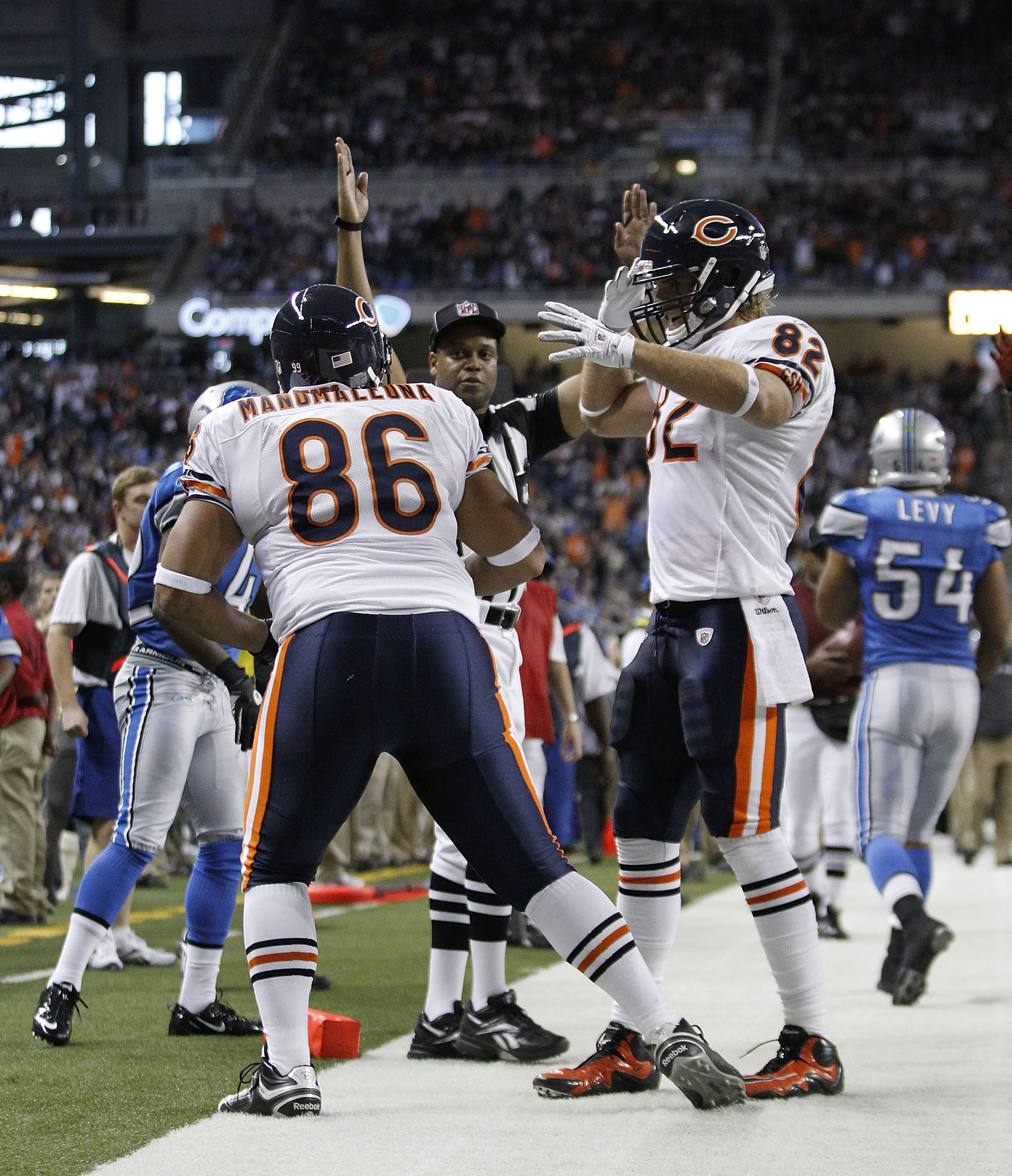 DETROIT - DECEMBER 05:  Brandon Manumaleuna #86 of the Chicago Bears celebrates a fourth quarter touchdown with teammate Greg Olsen #82 during the game against the Detroit Lions at Ford Field on December 5, 2010 in Detroit, Michigan. The Bears defeated th