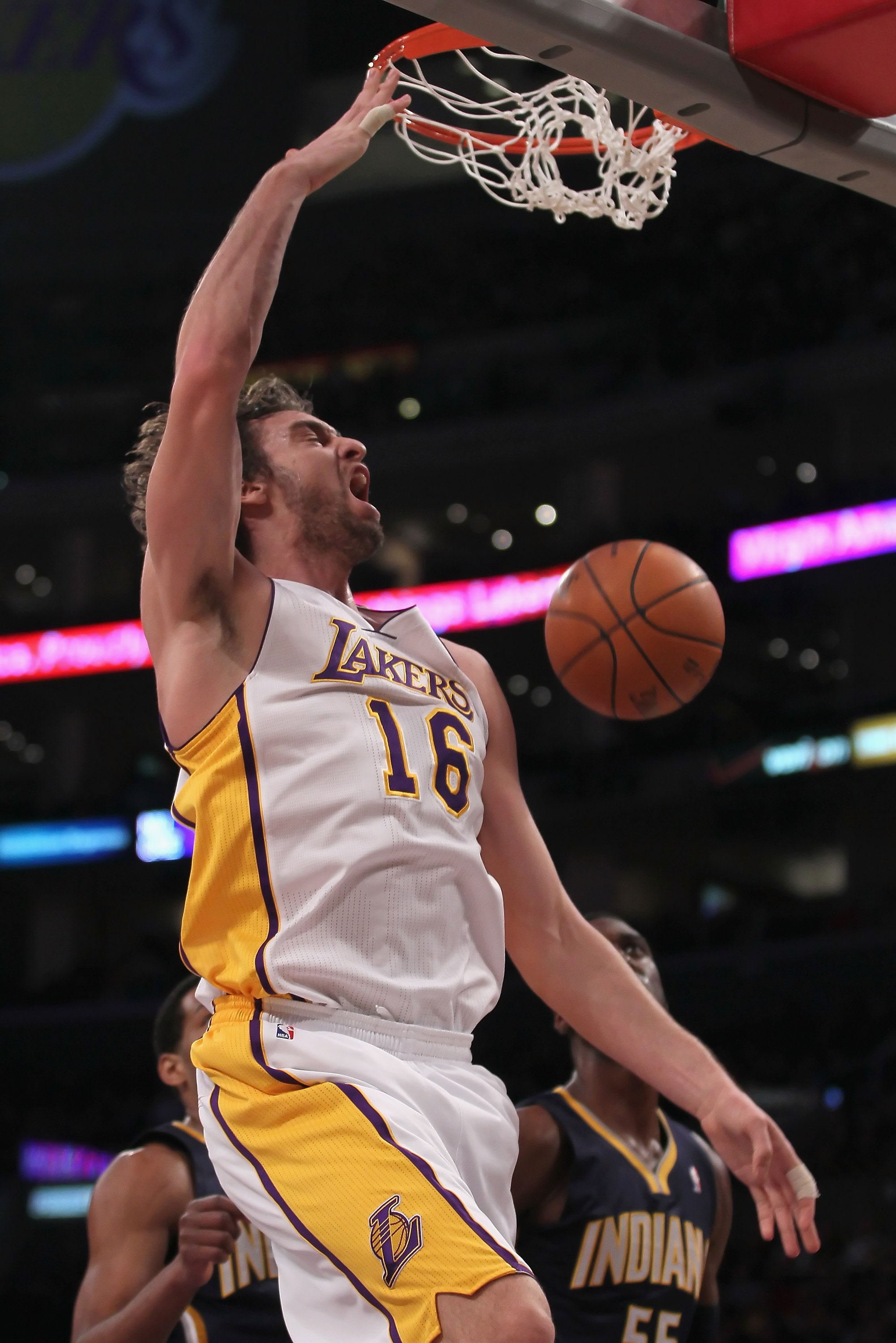 LOS ANGELES, CA - NOVEMBER 28:  Pau Gasol #16 of the Los Angeles Lakers dunks the ball against the Indiana Pacers during the first quarter at Staples Center on November 28, 2010 in Los Angeles, California. NOTE TO USER: User expressly acknowledges and agr