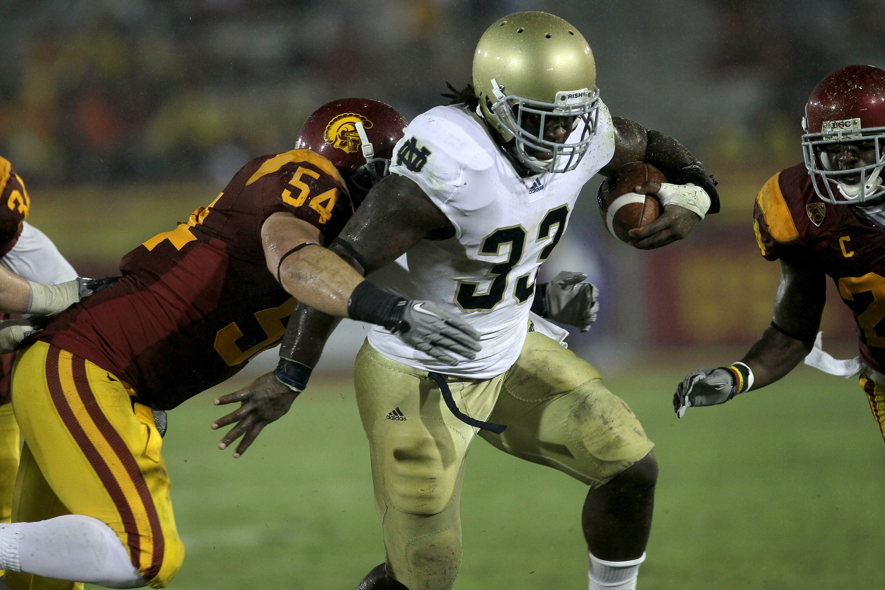 LOS ANGELES, CA - NOVEMBER 27:  Running back Robert Hughes #33 of the Notre Dame Fighting Irish carries the ball against linebacker Chris Galippo #54 of the USC Trojans at the Los Angeles Memorial Coliseum on November 27, 2010 in Los Angeles, California.