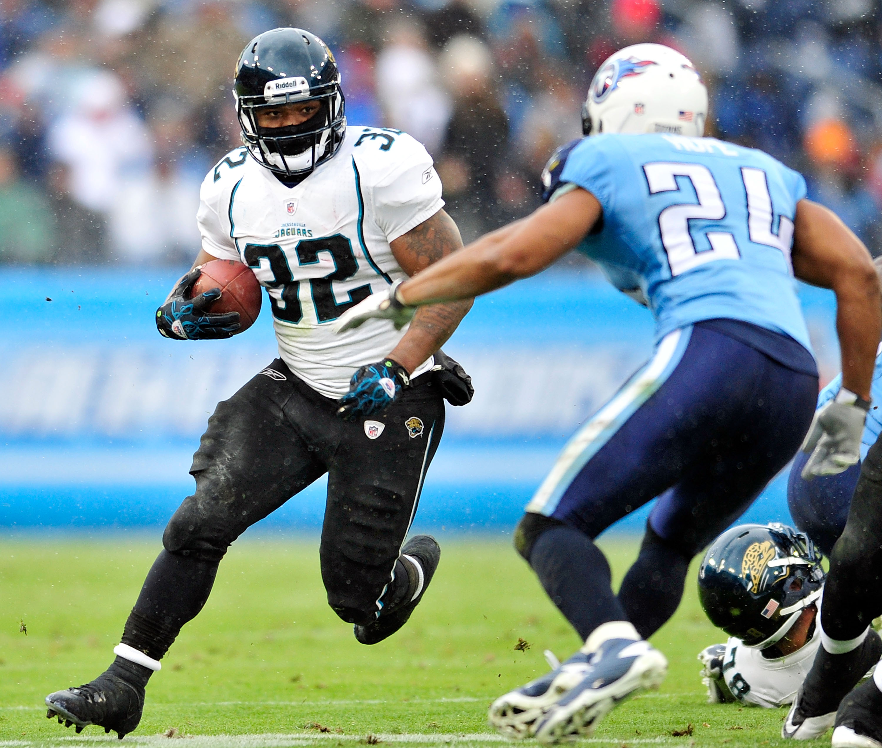 NASHVILLE, TN - DECEMBER 05:  Maurice Jones-Drew #32 of the Jacksonville Jaguars breaks away from Chris Hope #24 of the Tennessee Titans at LP Field on December 5, 2010 in Nashville, Tennessee. The Jaguars won 17-6.  (Photo by Grant Halverson/Getty Images