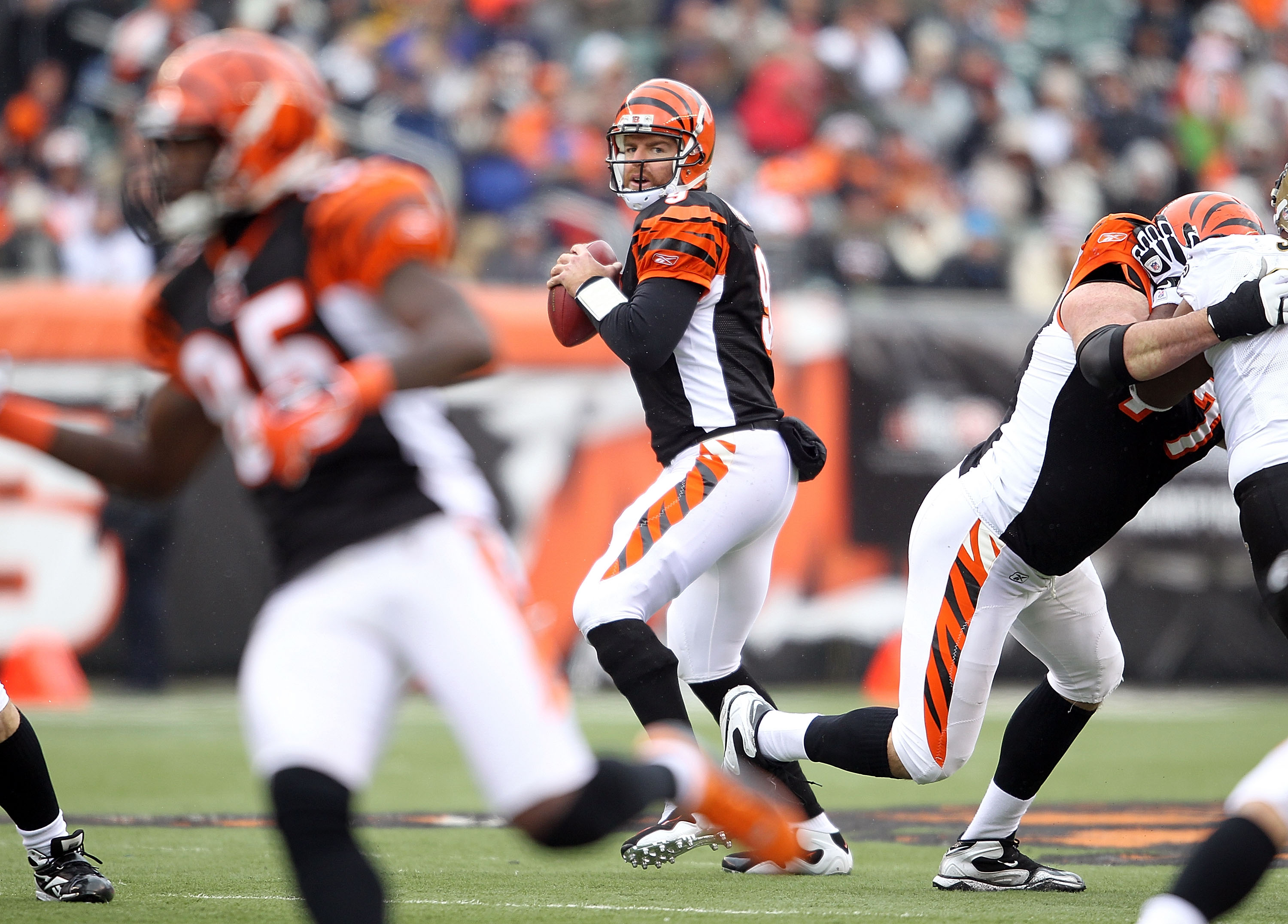 CINCINNATI, OH - DECEMBER 05:  Carson Palmer #9 of the Cincinnati Bengals throws a pass during the NFL game against the New Orleans Saints at Paul Brown Stadium on December 5, 2010 in Cincinnati, Ohio.  The Saints won 34-30.  (Photo by Andy Lyons/Getty Im