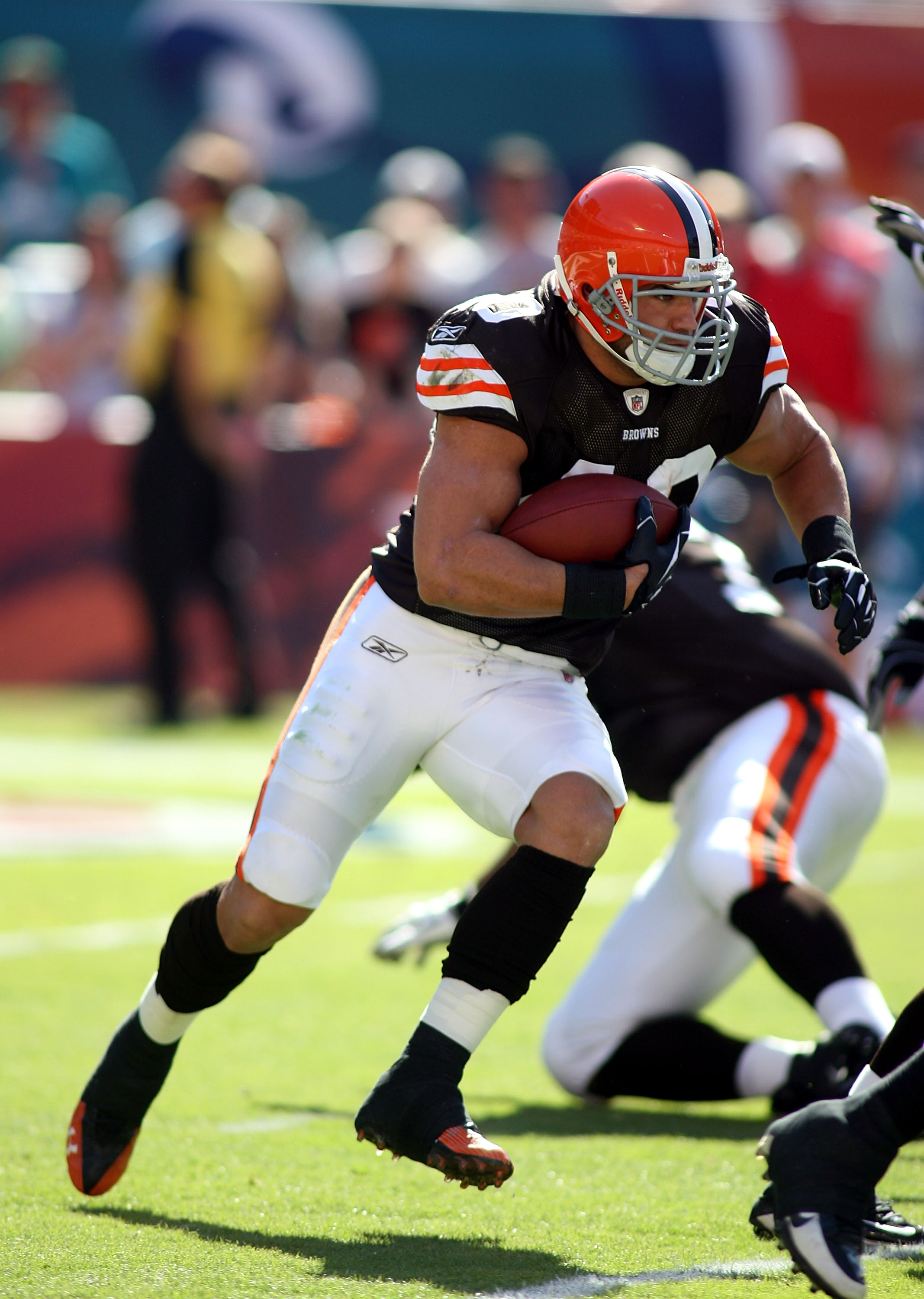 MIAMI, FL - DECEMBER 05:  Running back Peyton Hillis #40 of the Cleveland Browns carries against the Miami Dolphins at Sun Life Stadium on December 5, 2010 in Miami, Florida.  Cleveland defeated Miami 13-10.  (Photo by Marc Serota/Getty Images)