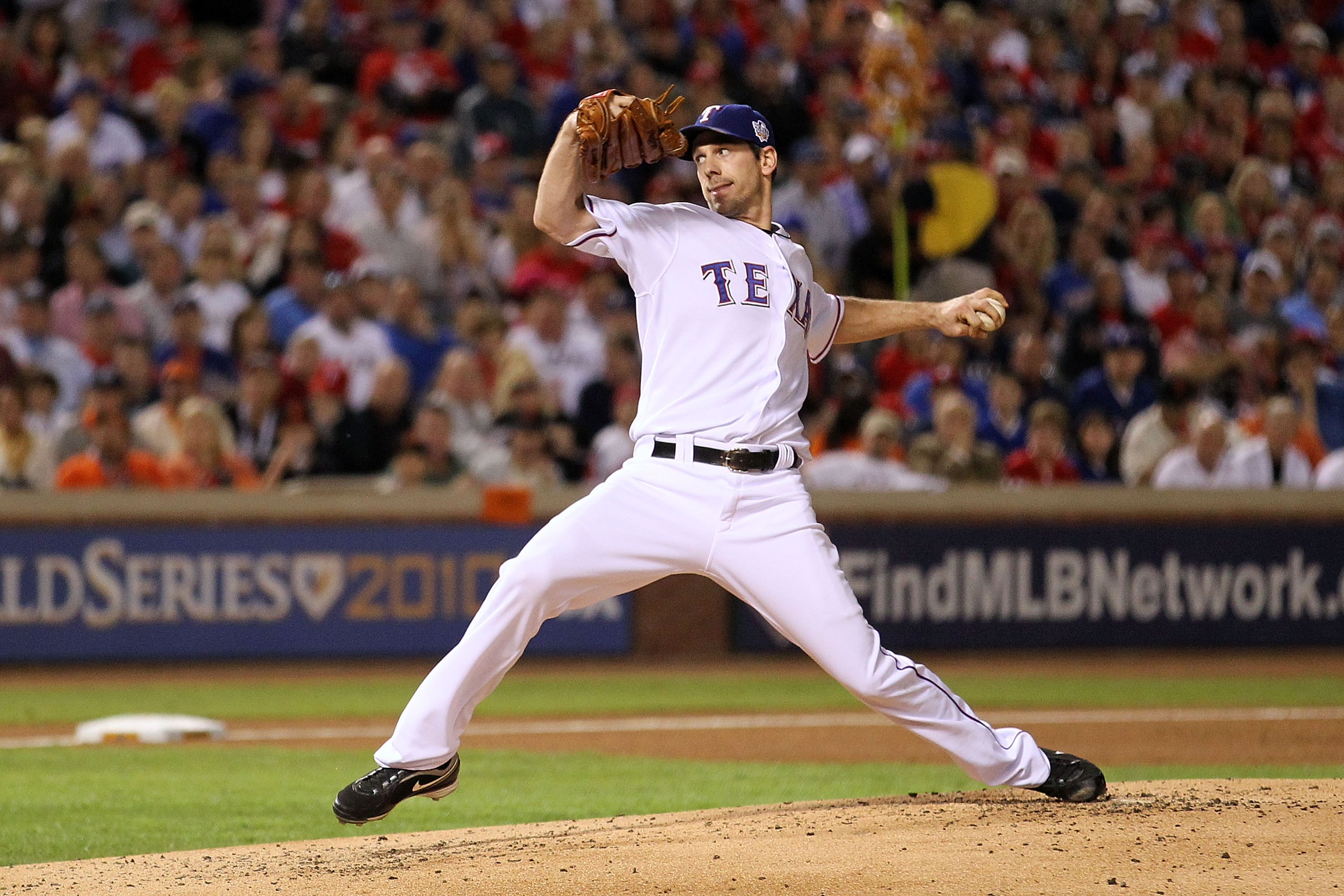 ARLINGTON, TX - NOVEMBER 01:  Cliff Lee #33 of the Texas Rangers pitches against the San Francisco Giants in Game Five of the 2010 MLB World Series at Rangers Ballpark in Arlington on November 1, 2010 in Arlington, Texas.  (Photo by Ronald Martinez/Getty