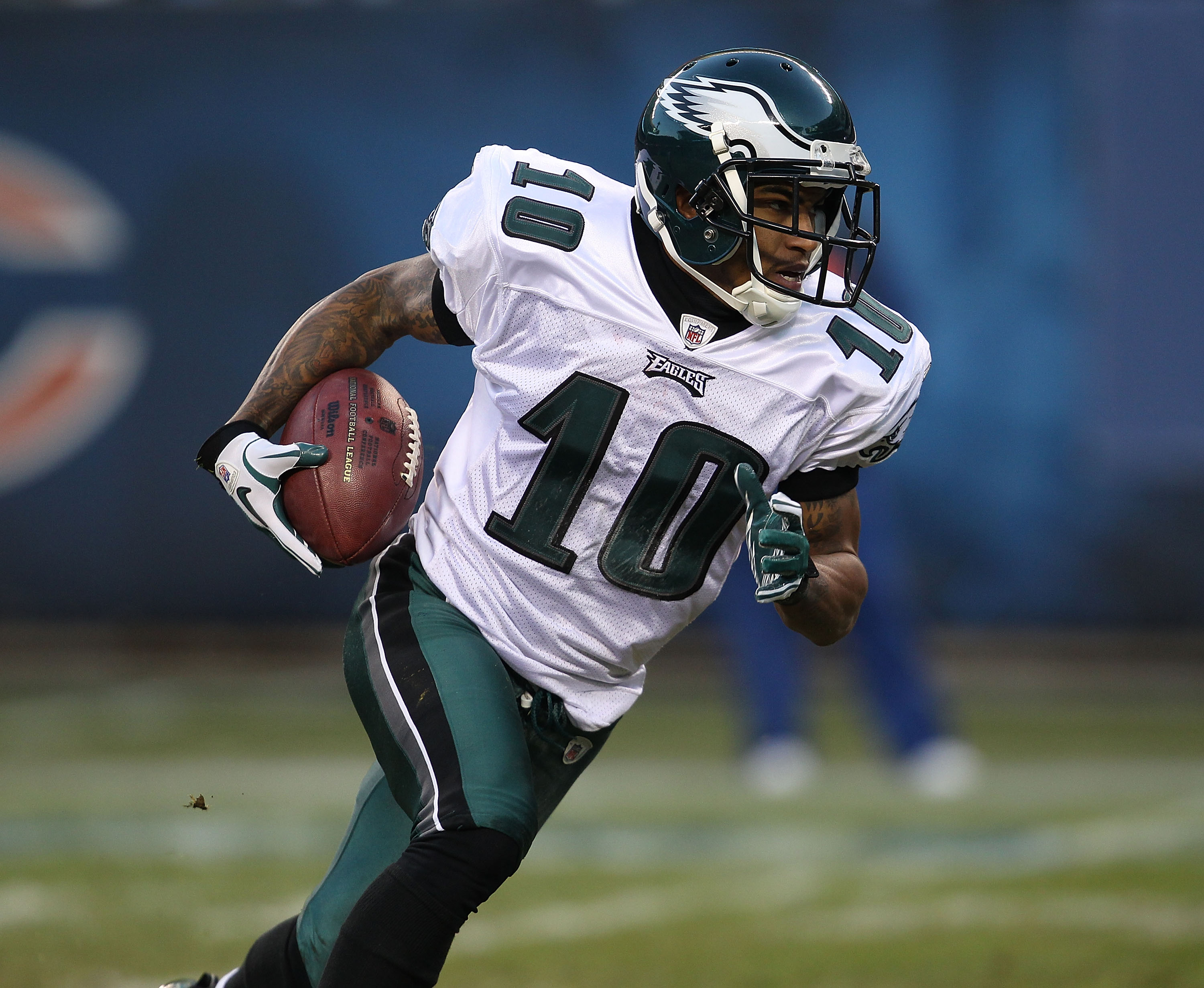 CHICAGO - NOVEMBER 28: DeSean Jackson #10 of the Philadelphia Eagles returns a kick against the Chicago Bears at Soldier Field on November 28, 2010 in Chicago, Illinois. The Bears defeated the Eagles 31-26. (Photo by Jonathan Daniel/Getty Images)