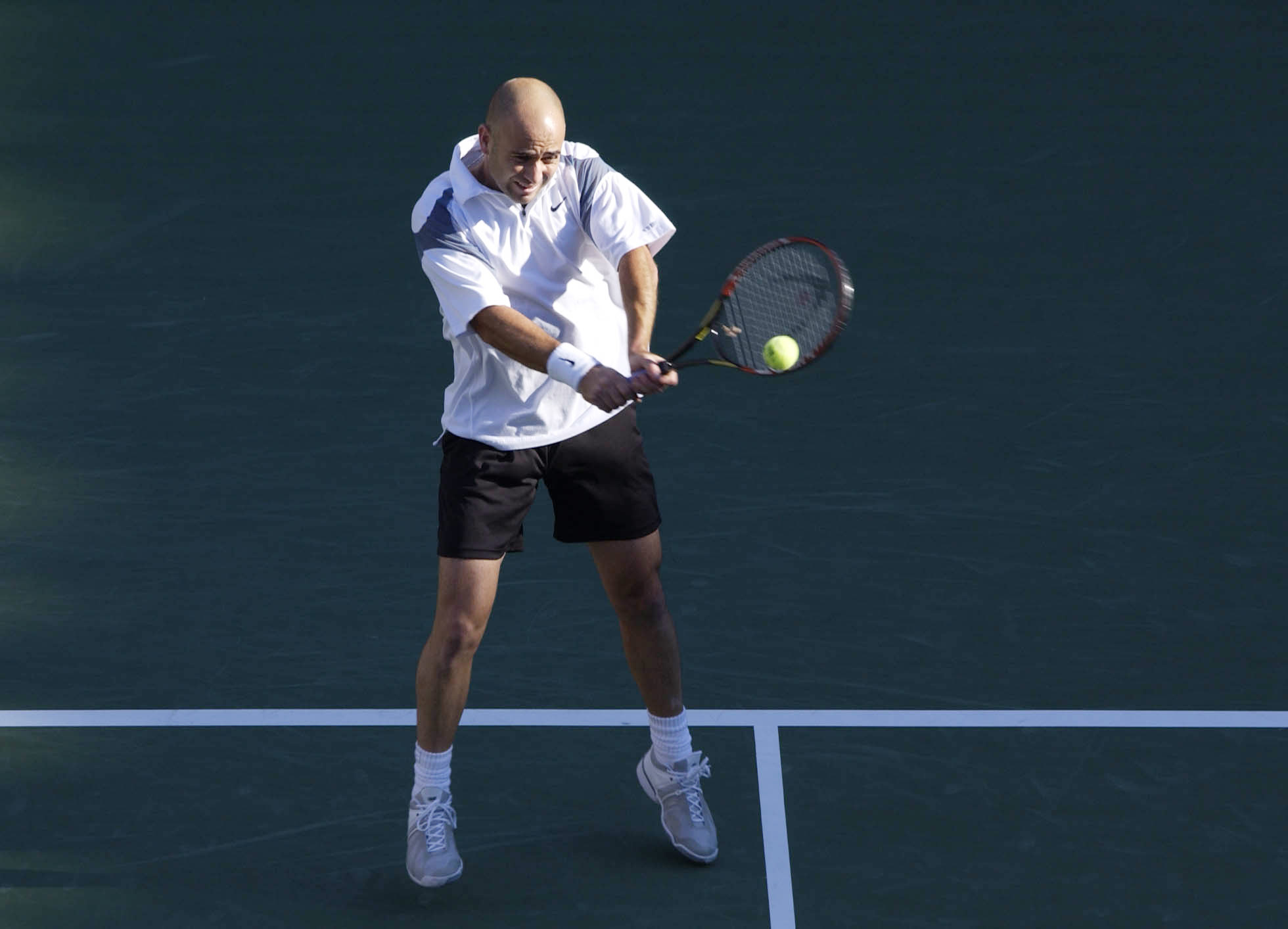 FLUSHING, NY - SEPTEMBER 8: Andre Agassi returns a shot to Pete Sampras during the finals of the US Open September 8, 2002 at the USTA National Tennis Center in Flushing Meadows Corona Park in Flushing, New York.  (Photo by Ezra Shaw/Getty Images)