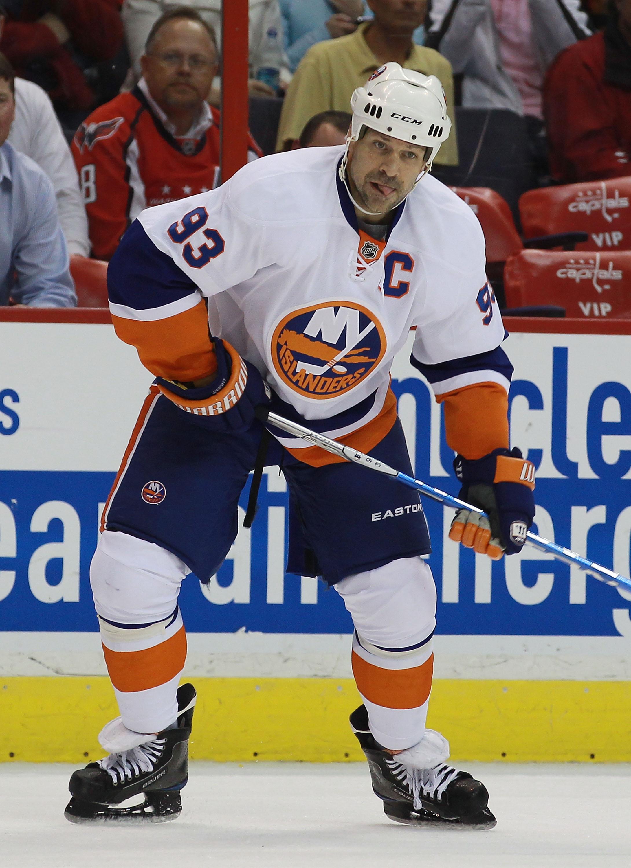 WASHINGTON - OCTOBER 13: Doug Weight #93 of the New York Islanders skates against the Washington Capitals at the Verizon Center on October 13, 2010 in Washington, DC.  (Photo by Bruce Bennett/Getty Images)