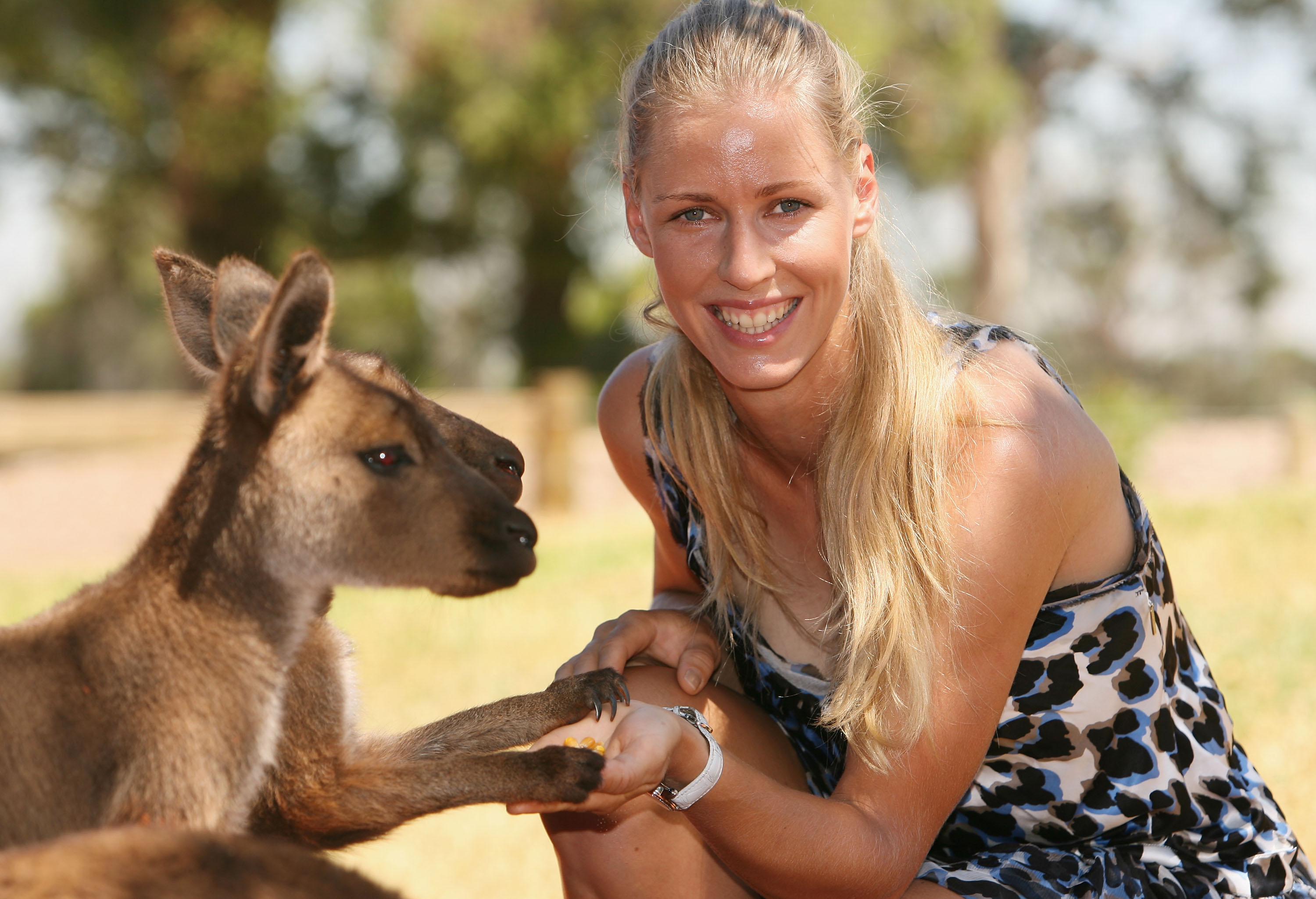 MELBOURNE, AUSTRALIA - JANUARY 27:  Elena Dementieva of Russia visits Melbourne Zoo during day nine of the 2009 Australian Open on January 27, 2009 in Melbourne, Australia.  (Photo by Robert Prezioso/Getty Images)