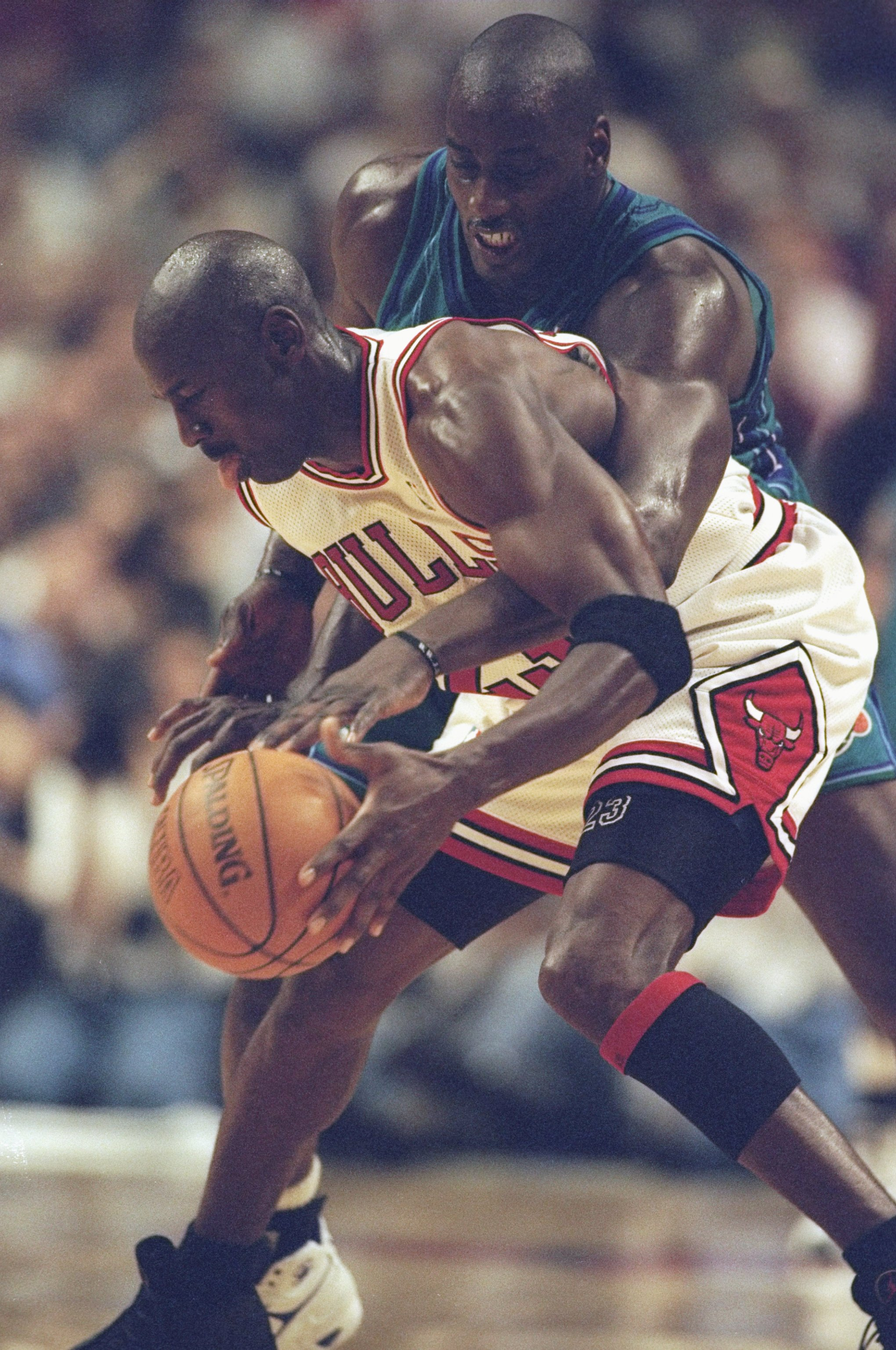 13 May 1998: Michael Jordan #23 of the Chicago Bulls if covered by Anthony Mason of the Charlotte Hornets at the United Center in Chicago, Illinios. The Bulls defeated the Hornets 93-84. Mandatory Credit: Jonathan Daniel  /Allsport
