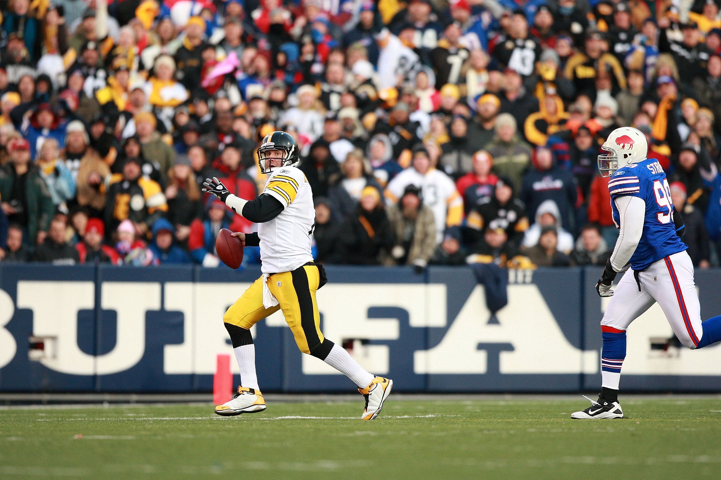 ORCHARD PARK, NY - NOVEMBER 28:  Ben Roethlisberger #7 of the Pittsburgh Steelers scrambles during the game against the Buffalo Bills at Ralph Wilson Stadium on November 28, 2010 in Orchard Park, New York.  (Photo by Karl Walter/Getty Images)