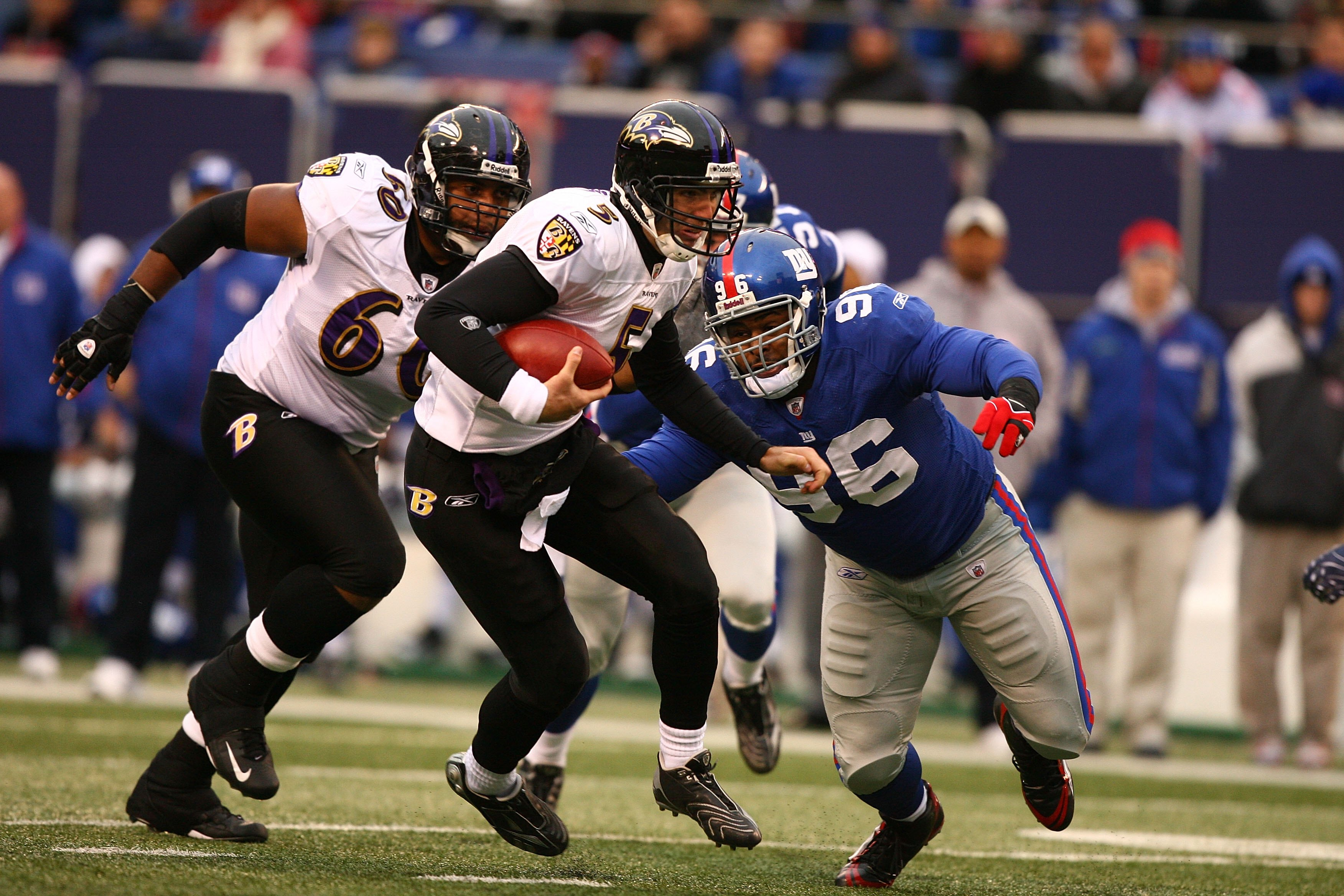 EAST RUTHERFORD, NJ - NOVEMBER 16:  Joe Flacco #5  of the Baltimore Ravens scrambles as Barry Cofield #96 of the New York Giants gives chase during their game on November 16, 2008 at Giants Stadium in East Rutherford, New Jersey.  (Photo by Al Bello/Getty