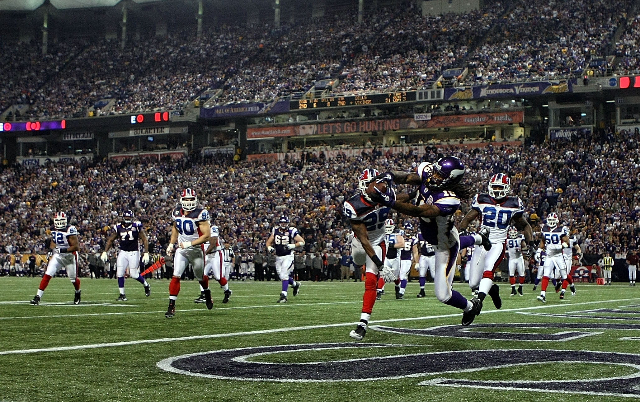MINNEAPOLIS, MN - DECEMBER 05: Sidney Rice #18 of the Minnesota Vikings catches a touchdown against the Buffalo Bills at the Mall of America Field at the Hubert H. Humphrey Metrodome on December 5, 2010 in Minneapolis, Minnesota.  (Photo by Nick Laham/Get