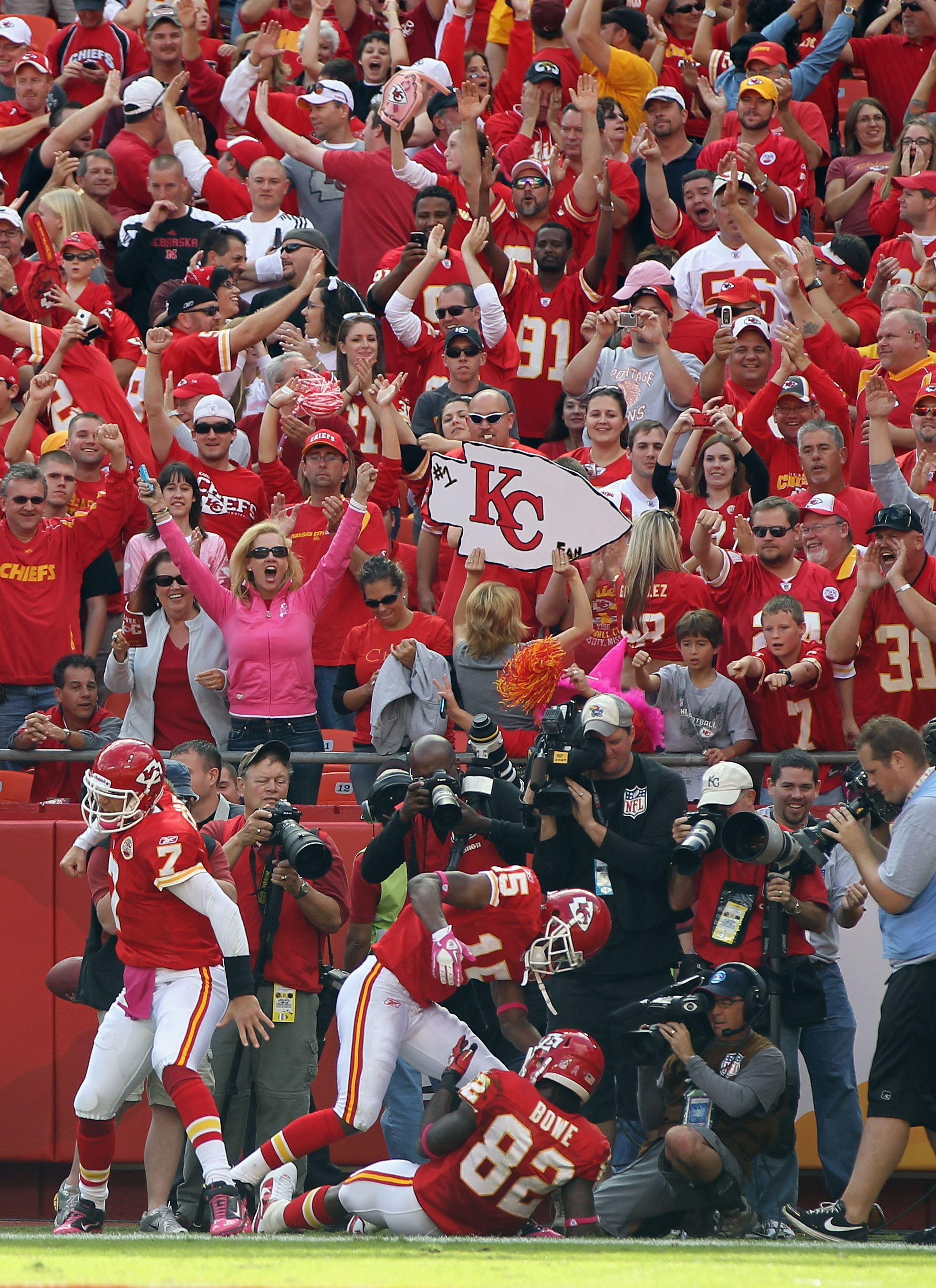 KANSAS CITY, MO - OCTOBER 24:  Quarterback Matt Cassel #7 of the Kansas City Chiefs celebrates after passing to Dwayne Bowe #82 for a touchdown  during the game against the Jacksonville Jaguars on October 24, 2010 at Arrowhead Stadium in Kansas City, Miss