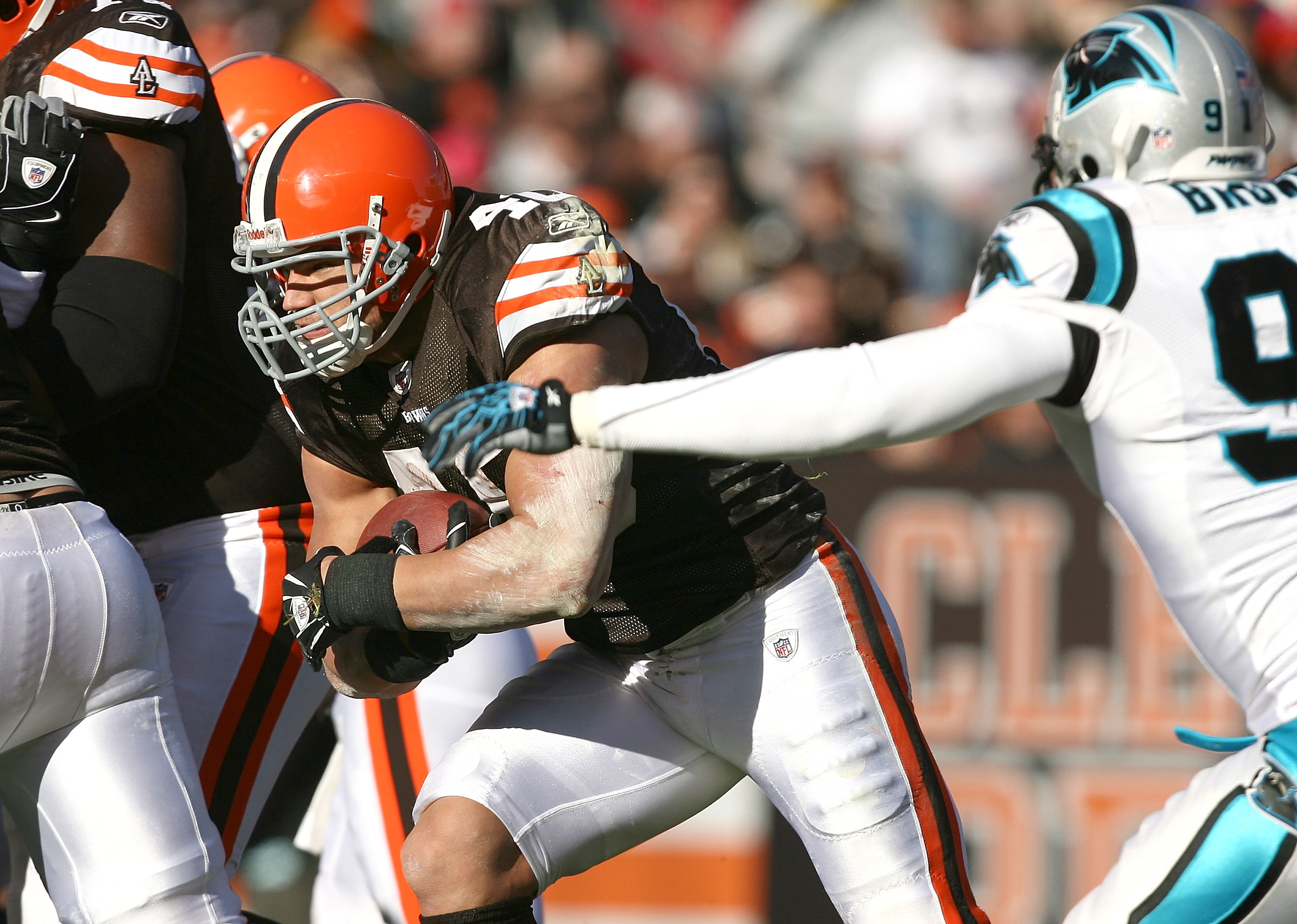 adf6f60f6ce CLEVELAND - NOVEMBER 28: Running back Peyton Hillis #40 of the Cleveland  Browns scores