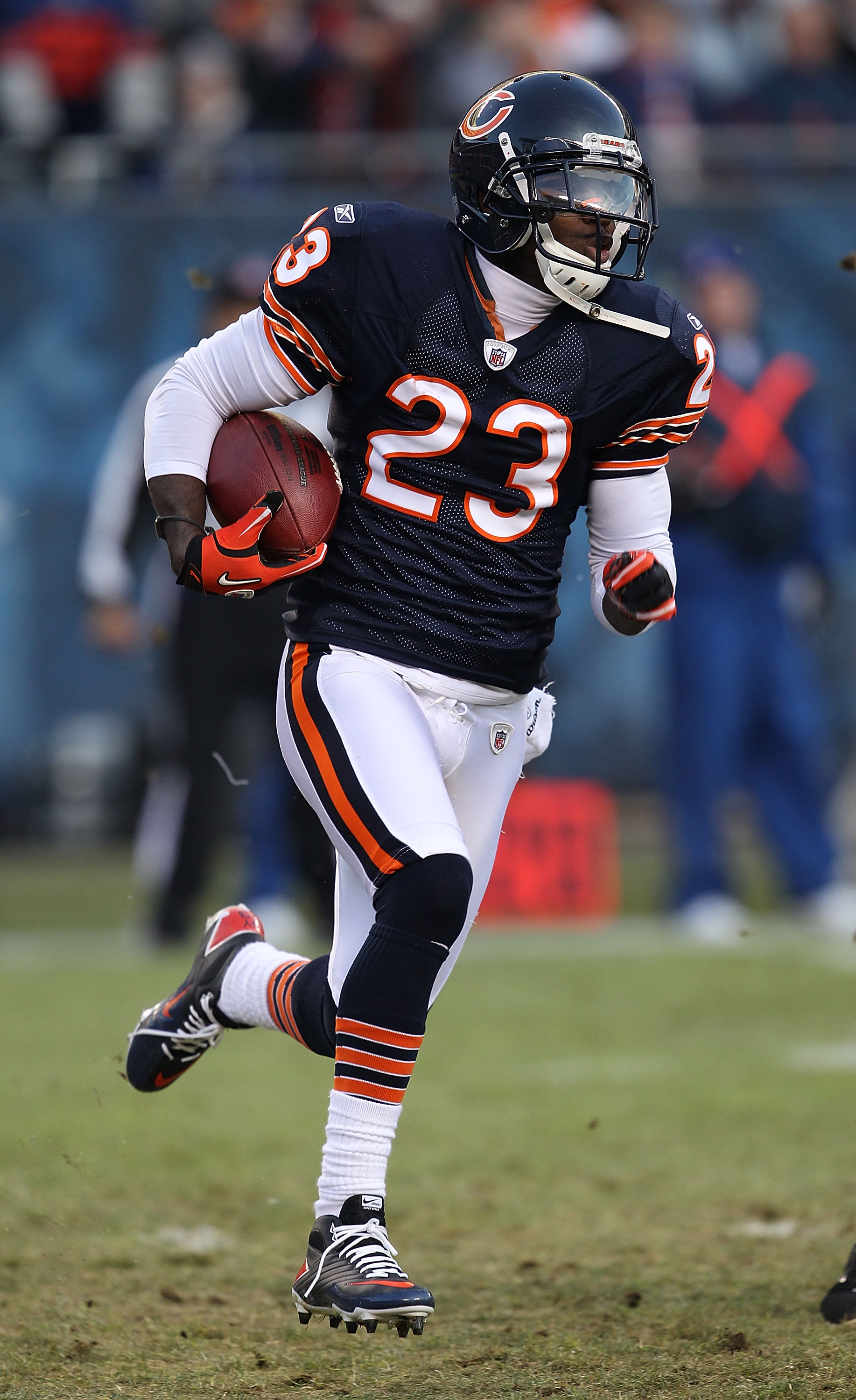 CHICAGO - NOVEMBER 28: Devin Hetser #23 of the Chicago Bears returns a kick against the Philadelphia Eagles at Soldier Field on November 28, 2010 in Chicago, Illinois. The Bears defeated the Eagles 31-26. (Photo by Jonathan Daniel/Getty Images)