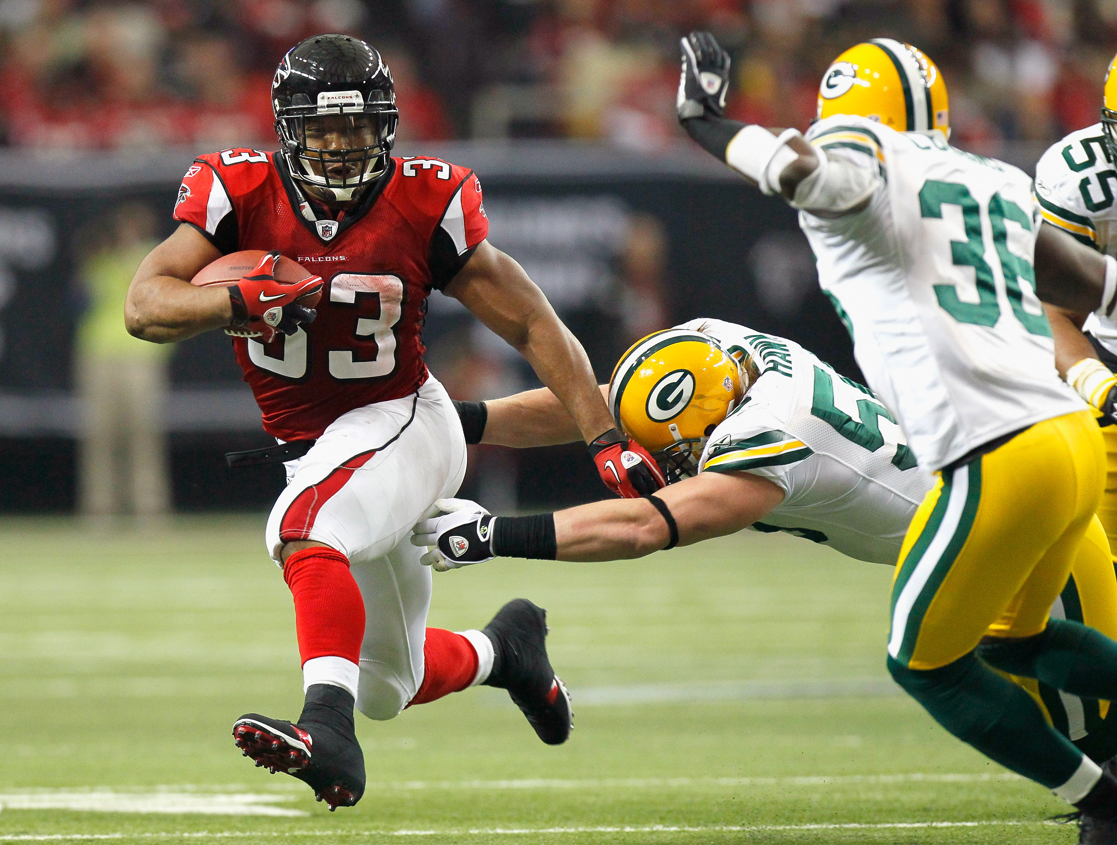 ATLANTA - NOVEMBER 28:  Michael Turner #33 of the Atlanta Falcons rushes rushes upfield away from A.J. Hawk #50 and Nick Collins #36 of the Green Bay Packers at Georgia Dome on November 28, 2010 in Atlanta, Georgia.  (Photo by Kevin C. Cox/Getty Images)