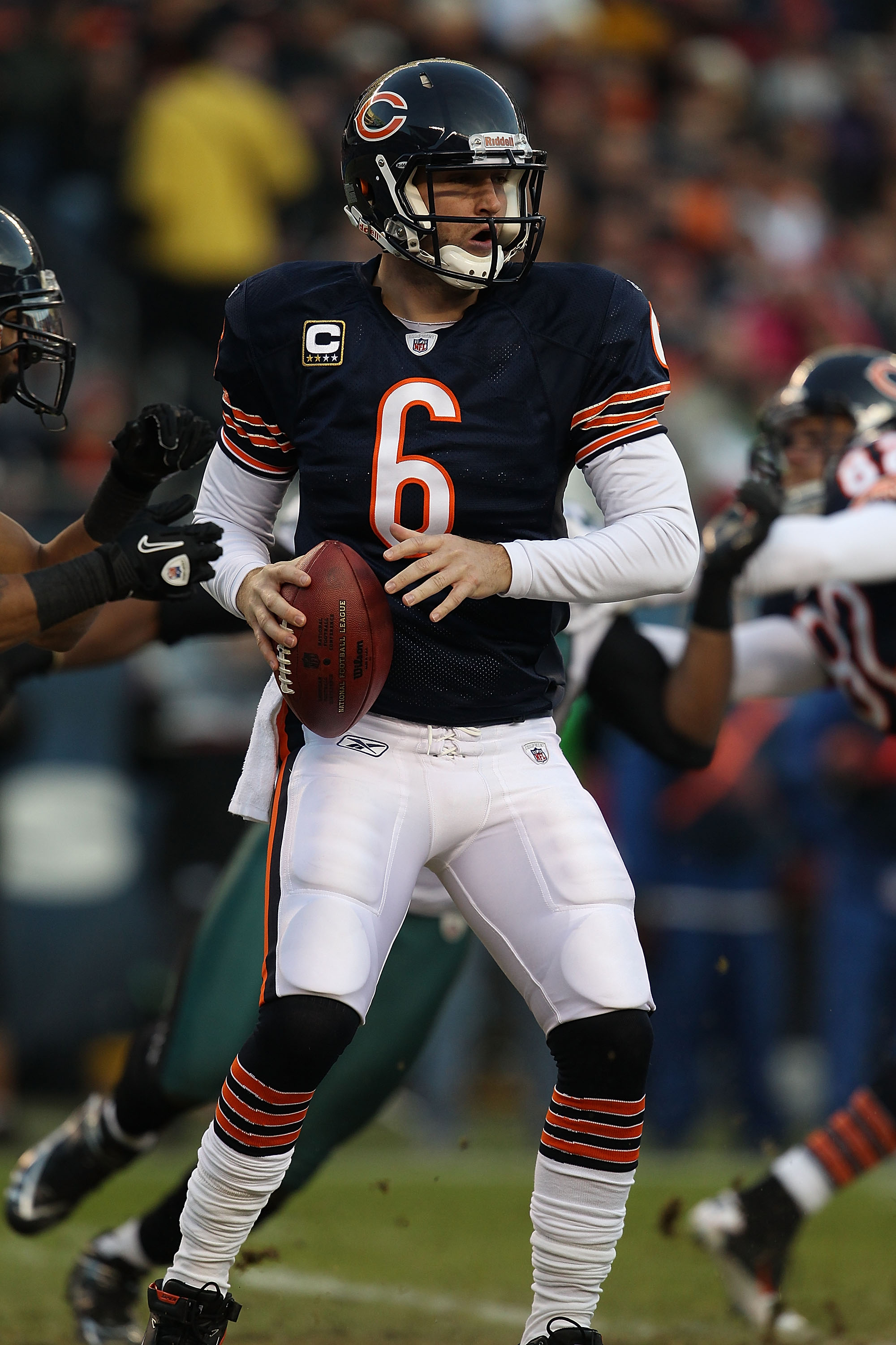 CHICAGO - NOVEMBER 28: Jay Cutler #6 of the Chicago Bears looks for a receiver against of the Philadelphia Eagles at Soldier Field on November 28, 2010 in Chicago, Illinois. The Bears defeated the Eagles 31-26. (Photo by Jonathan Daniel/Getty Images)