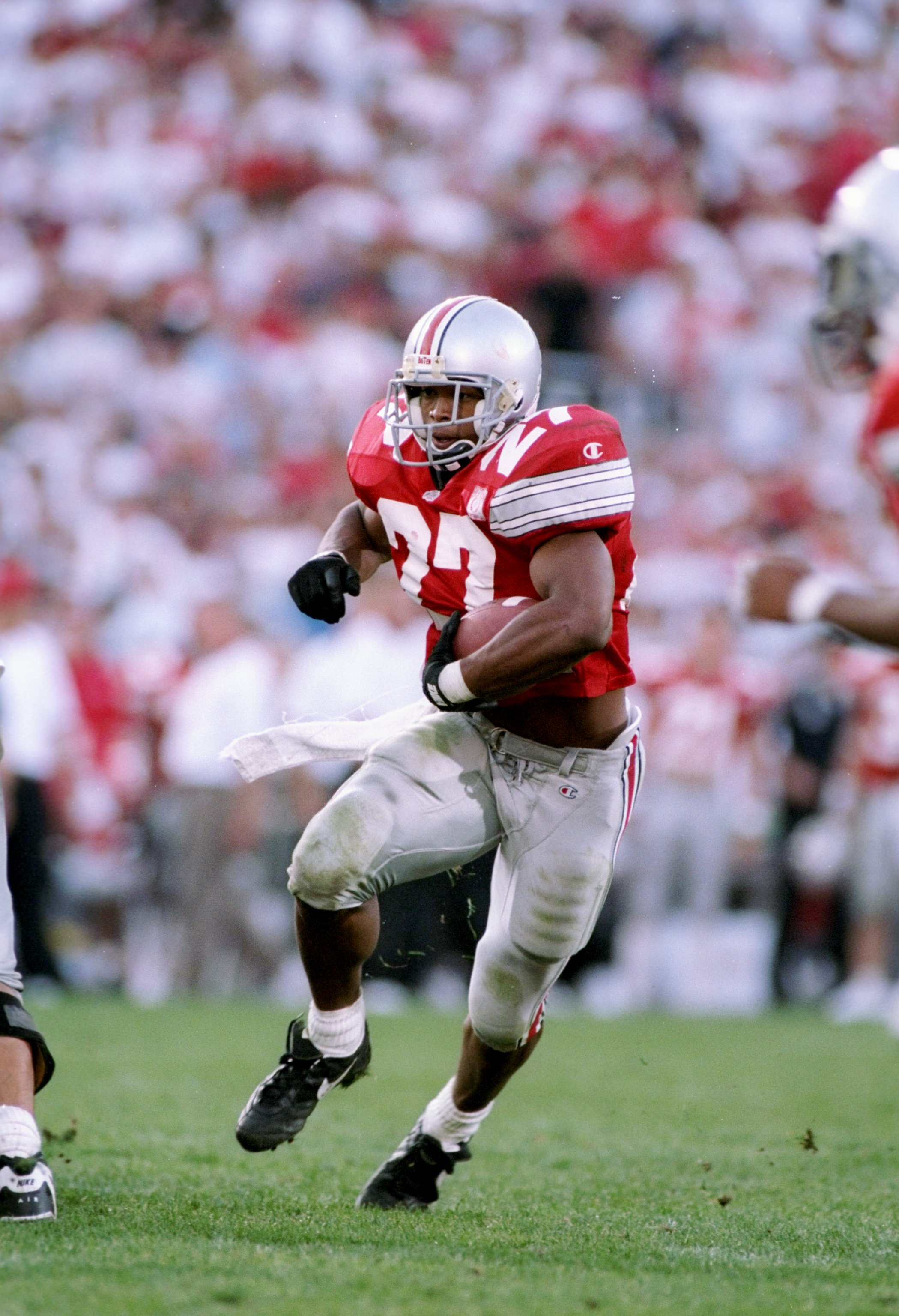 30 Sep 1995:  Tailback Eddie George of the Ohio State Buckeyes runs down the field during a game against the Notre Dame Fighting Irish at Ohio Stadium in Columbus, Ohio.  Ohio State won the game 45-26. Mandatory Credit: Andy Lyons  /Allsport