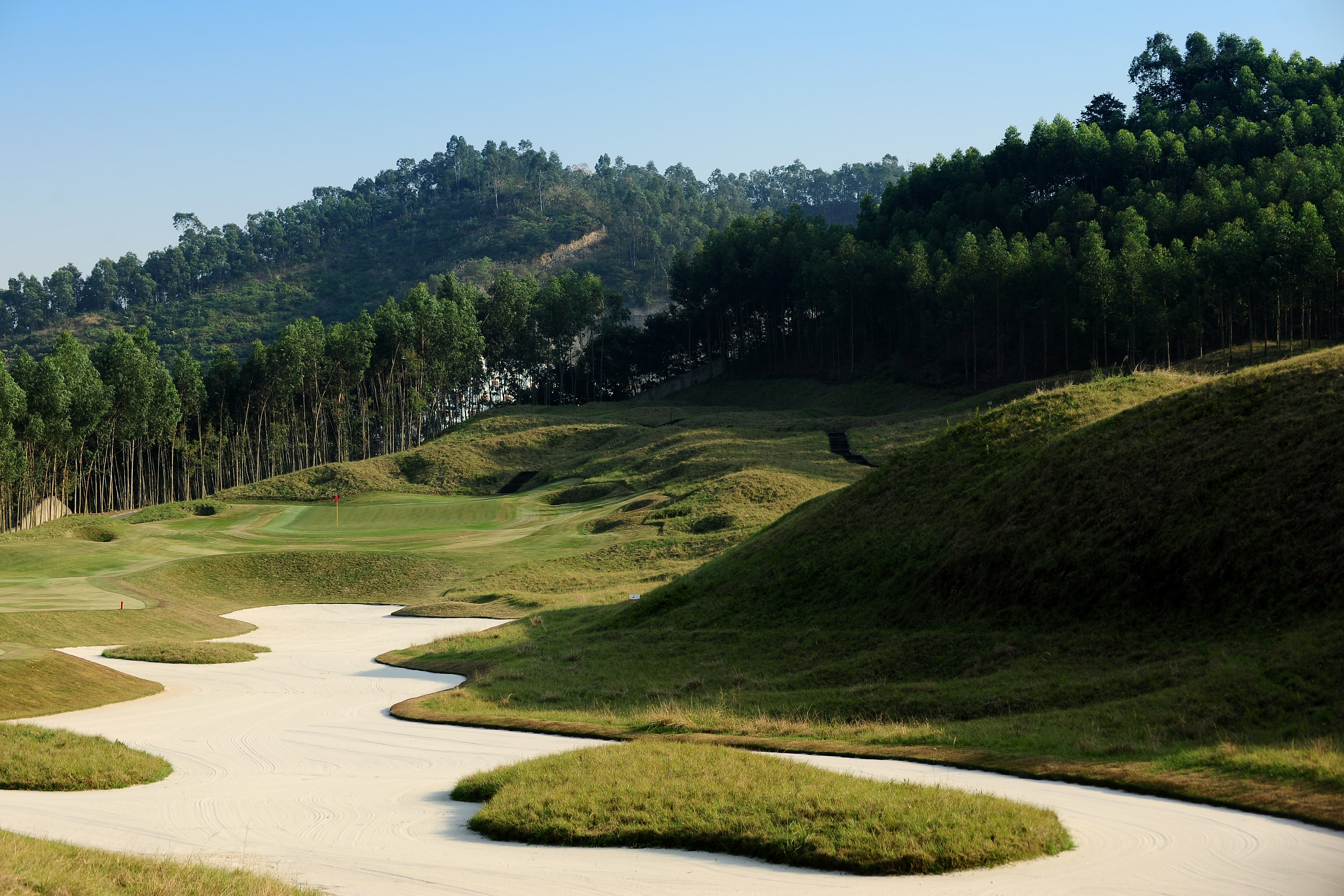 SHENZHEN, CHINA - NOVEMBER 23:  A general view of the 14th hole on the Pete Dye course at the Mid Valley golf complex on November 23, 2009 in Shenzhen, China.  (Photo by Stuart Franklin/Getty Images)