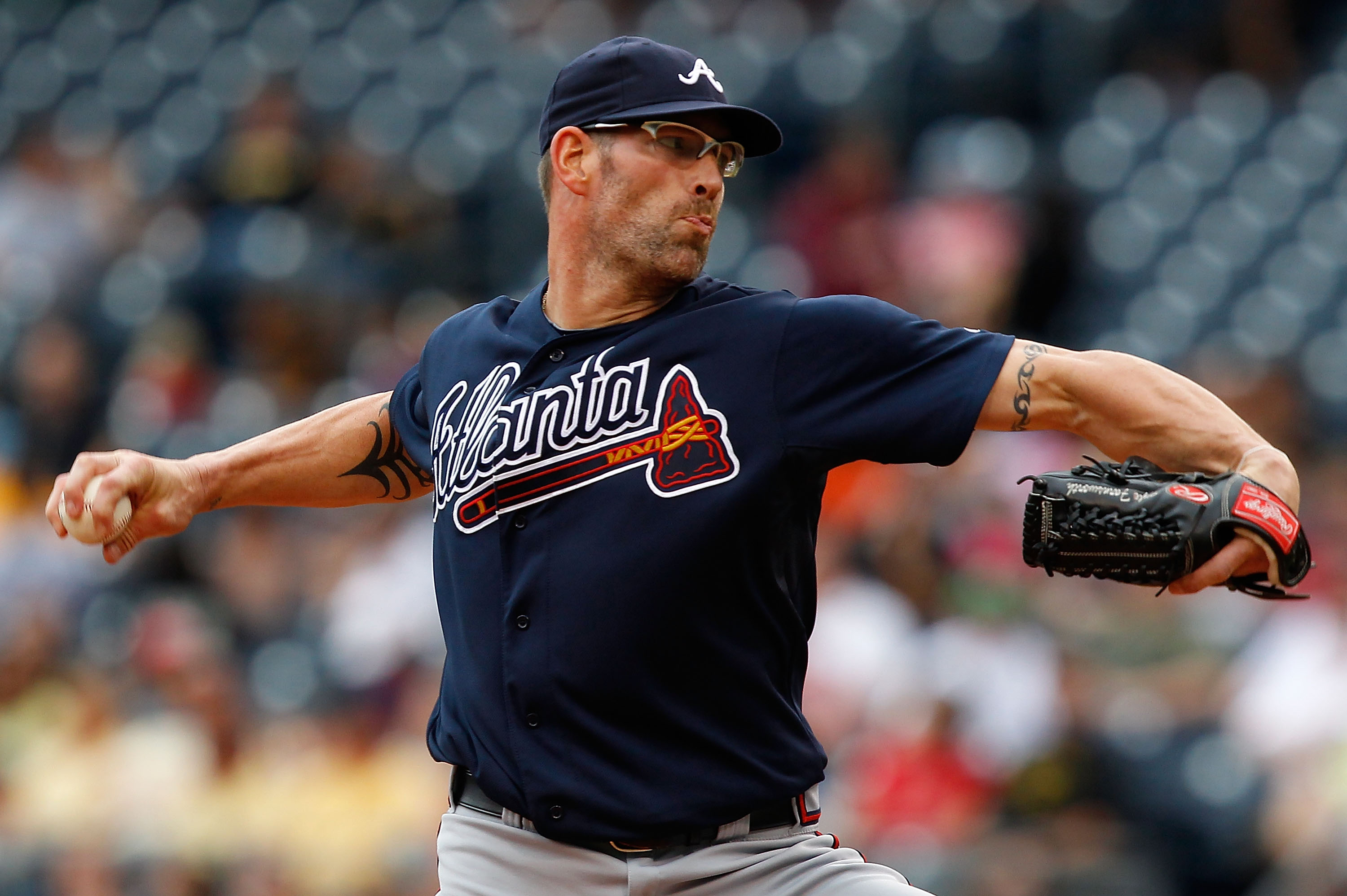 PITTSBURGH - SEPTEMBER 06:  Kyle Farnsworth #43 of the Atlanta Braves pitches against the Pittsburgh Pirates during the game on September 6, 2010 at PNC Park in Pittsburgh, Pennsylvania. The Pirates beat the Braves 3-1.  (Photo by Jared Wickerham/Getty Im