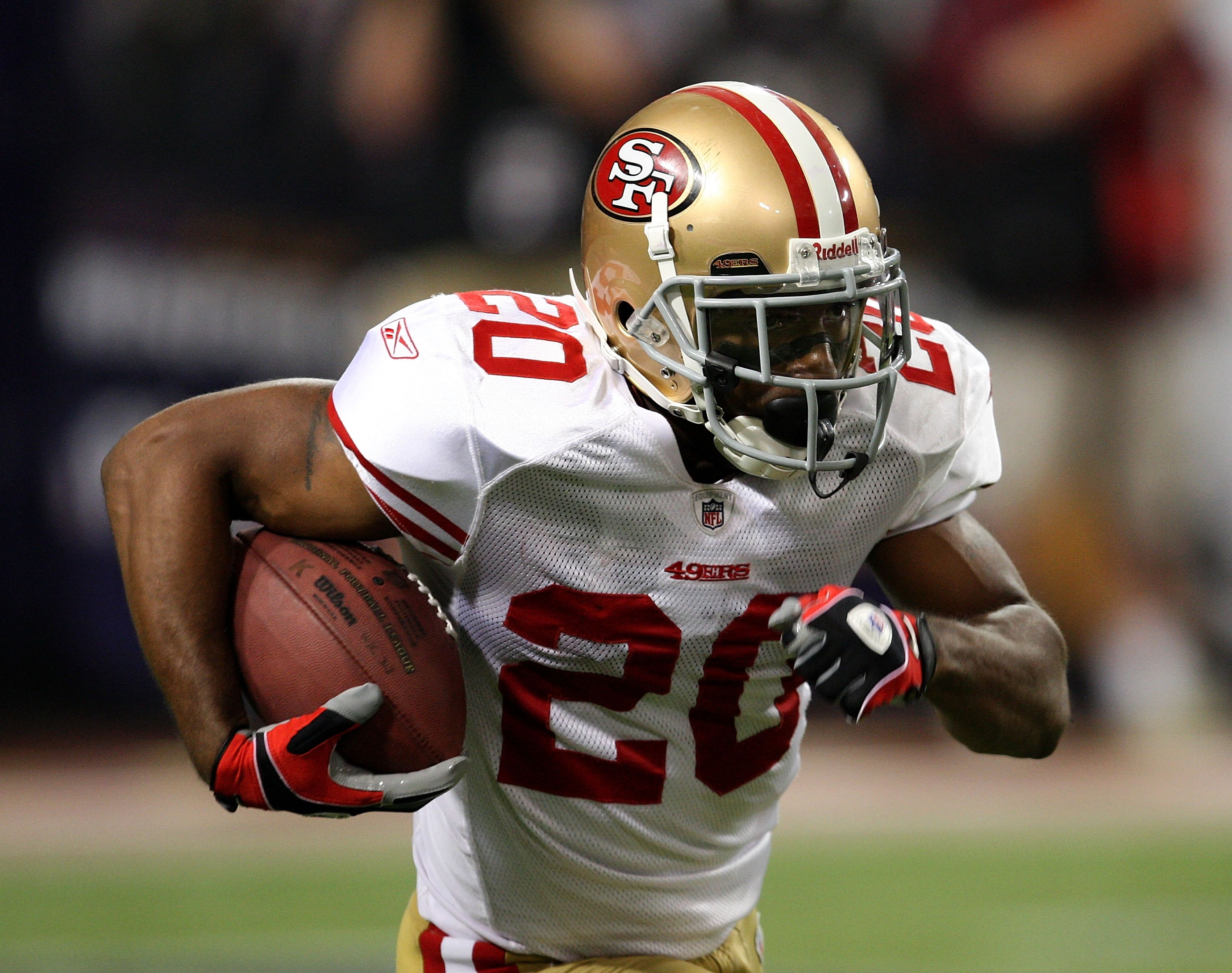 8020b7db0 MINNEAPOLIS - SEPTEMBER 27  Allen Rossum  20 of the San Francisco 49ers  runs with
