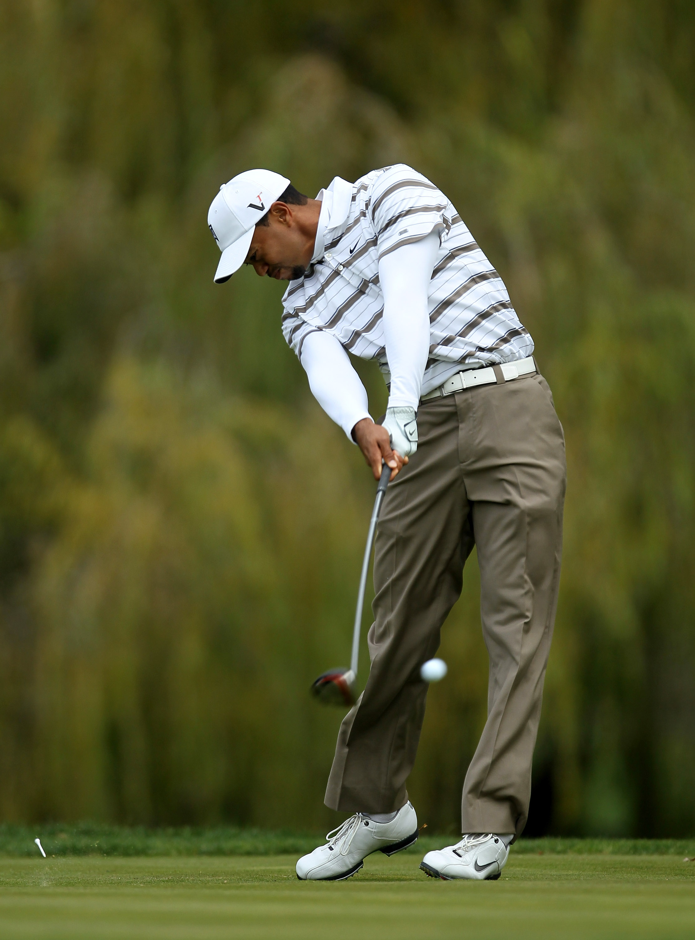 THOUSAND OAKS, CA - DECEMBER 04:  Tiger Woods hits his tee shot on the fifth hole during round three of the Chevron World Challenge at Sherwood Country Club on December 4, 2010 in Thousand Oaks, California.  (Photo by Stephen Dunn/Getty Images)