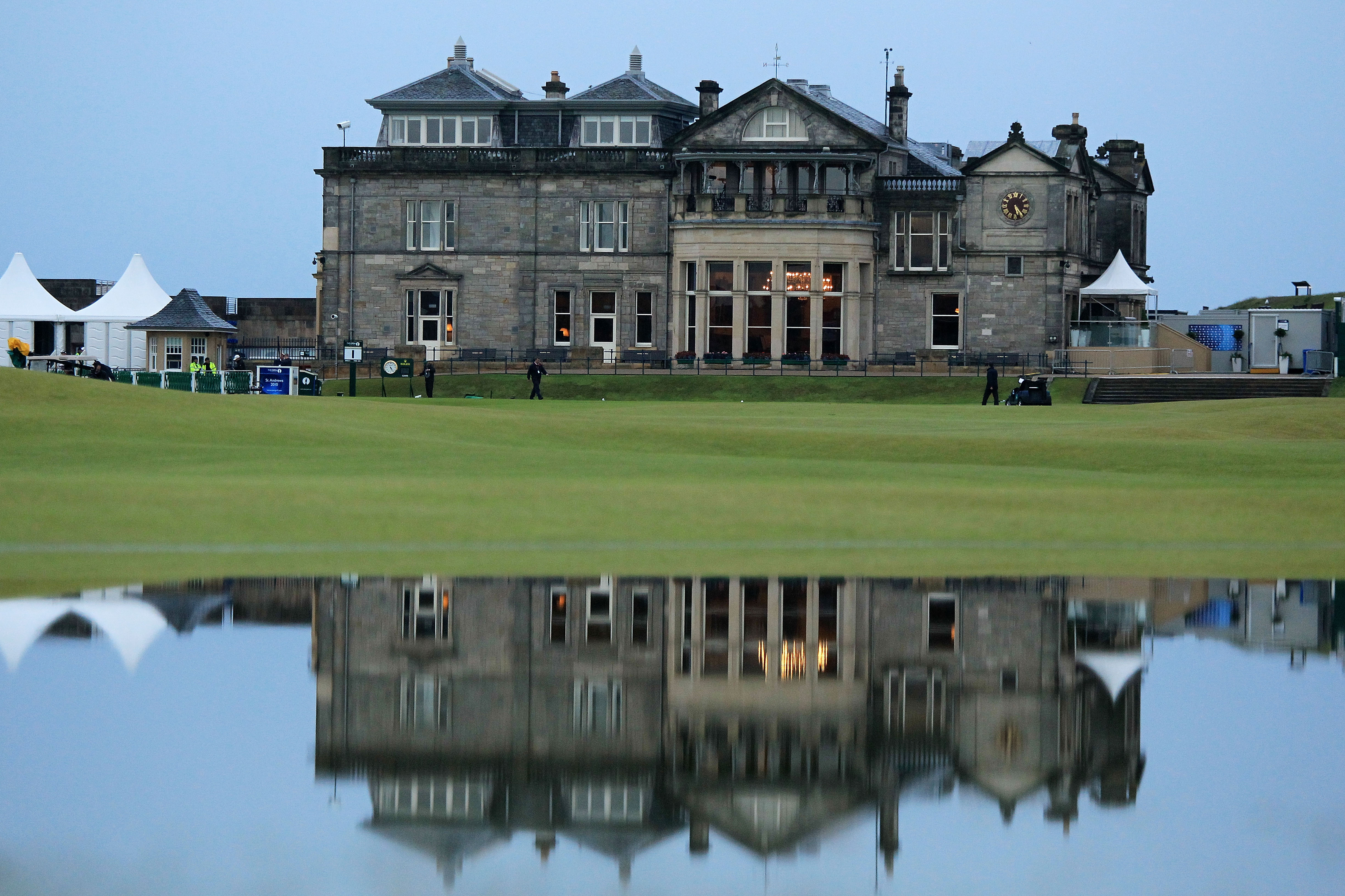 ST ANDREWS, SCOTLAND - JULY 15:  The clubhouse is seen during the first round of the 139th Open Championship on the Old Course, St Andrews on July 15, 2010 in St Andrews, Scotland.  (Photo by David Cannon/Getty Images)