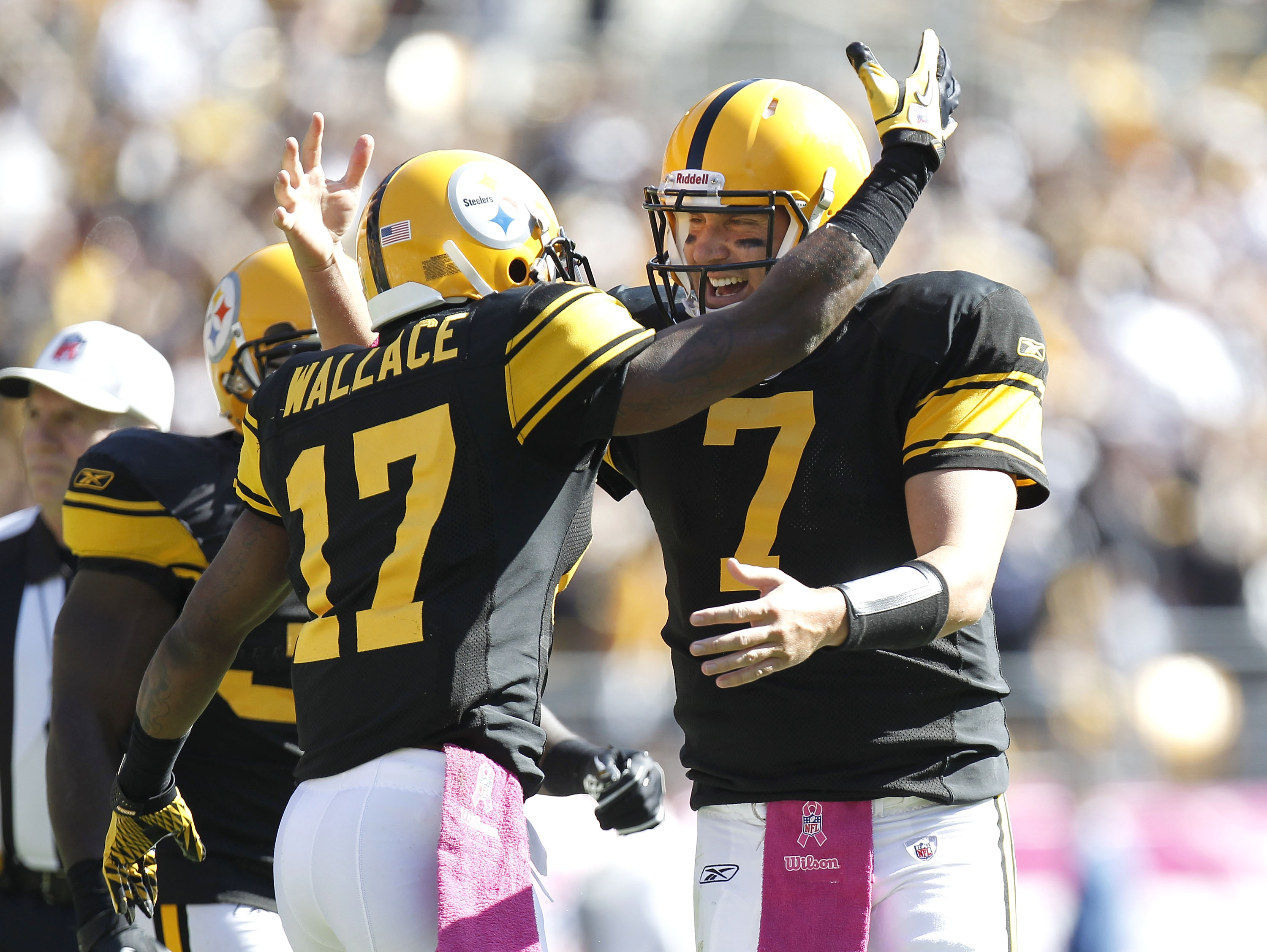 PITTSBURGH - OCTOBER 17:  Ben Roethlisberger #7 of the Pittsburgh Steelers celebrates a second quarter touchdown pass with Mike Wallace while playing the Cleveland Browns on October 17, 2010 at Heinz Field in Pittsburgh, Pennsylvania.  (Photo by Gregory S