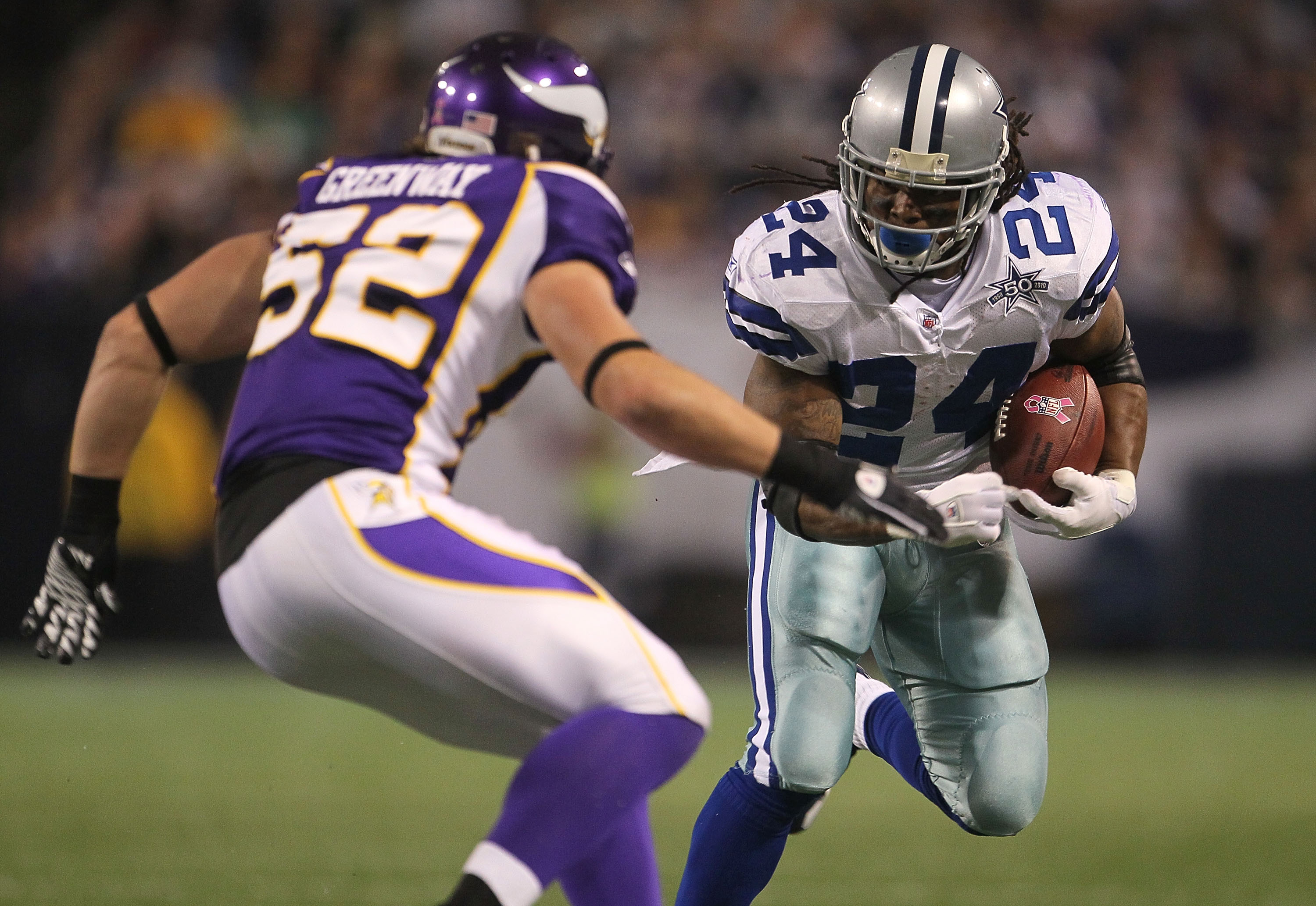 MINNEAPOLIS - OCTOBER 17:  Marion Barber #24 of the Dallas Cowboys runs with the ball during the game against the Minnesota Vikings at Mall of America Field on October 17, 2010 in Minneapolis, Minnesota.  (Photo by Jeff Gross/Getty Images)