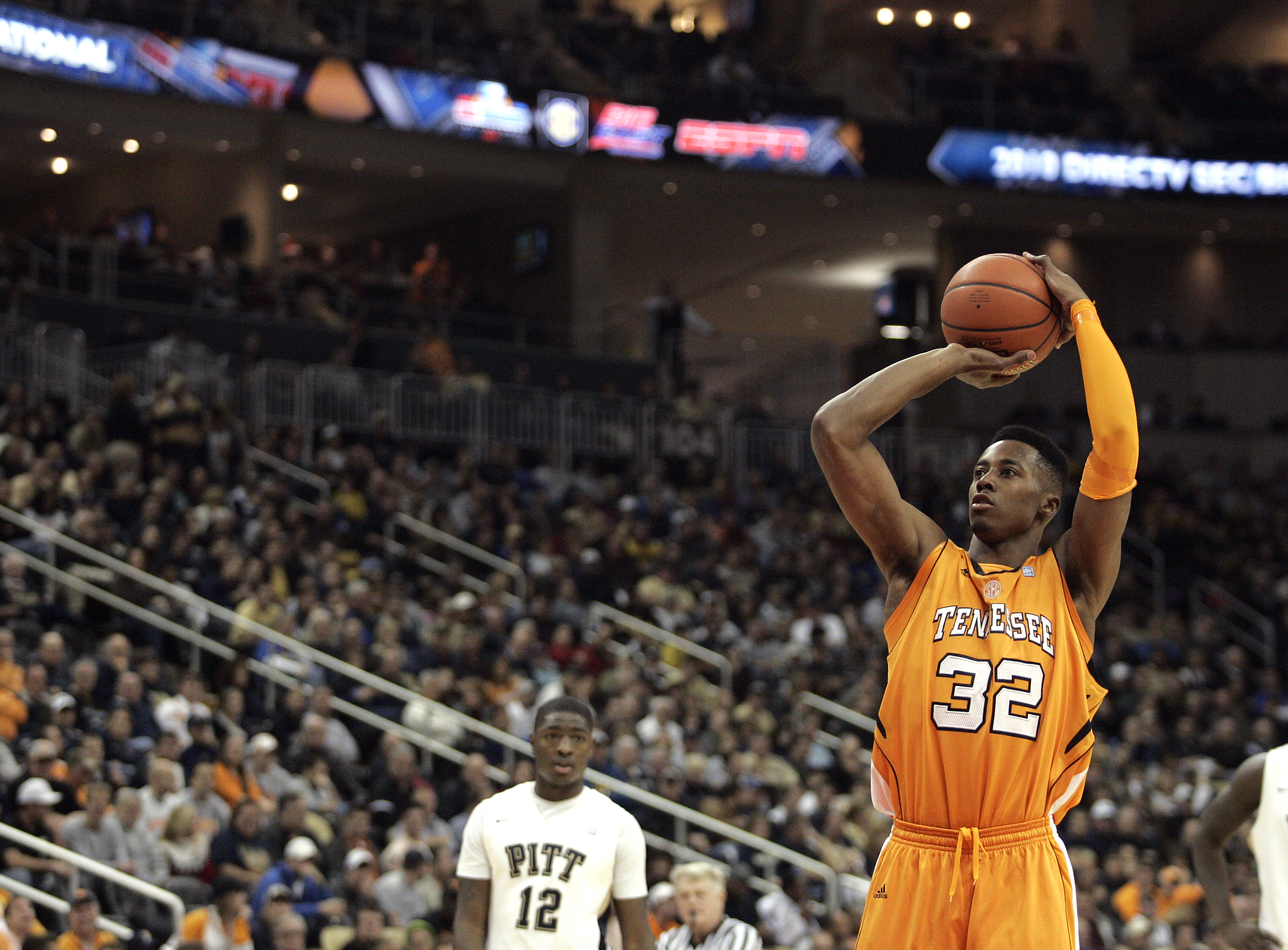 PITTSBURGH, PA - DECEMBER 11:  Scotty Hopson #32 of the Tennessee Volunteers shoots a technical against the Pittsburgh Panthers during the SEC/BIG EAST Invitational at Consol Energy Center on December 11, 2010 in Pittsburgh, Pennsylvania.  (Photo by Justi