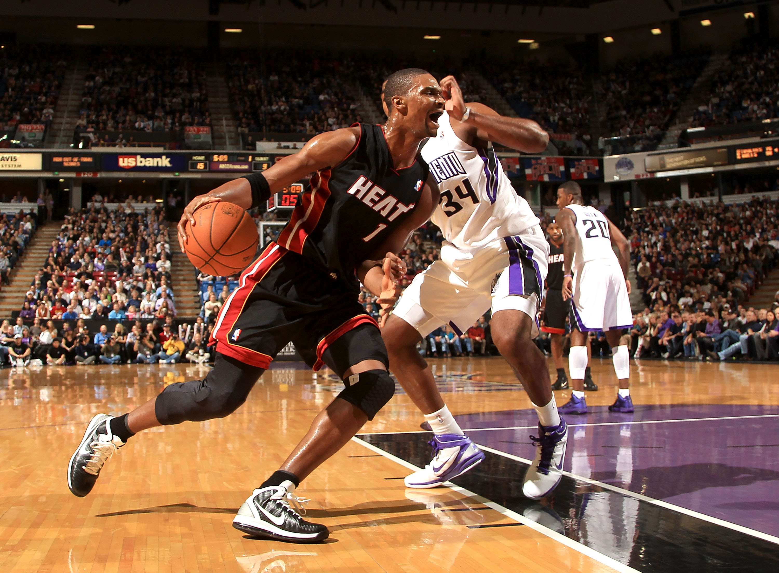 SACRAMENTO, CA - DECEMBER 11:  Chris Bosh #1 of the Miami Heat drives to the basket against the Sacramento Kings at ARCO Arena on December 11, 2010 in Sacramento, California.  NOTE TO USER: User expressly acknowledges and agrees that, by downloading and o
