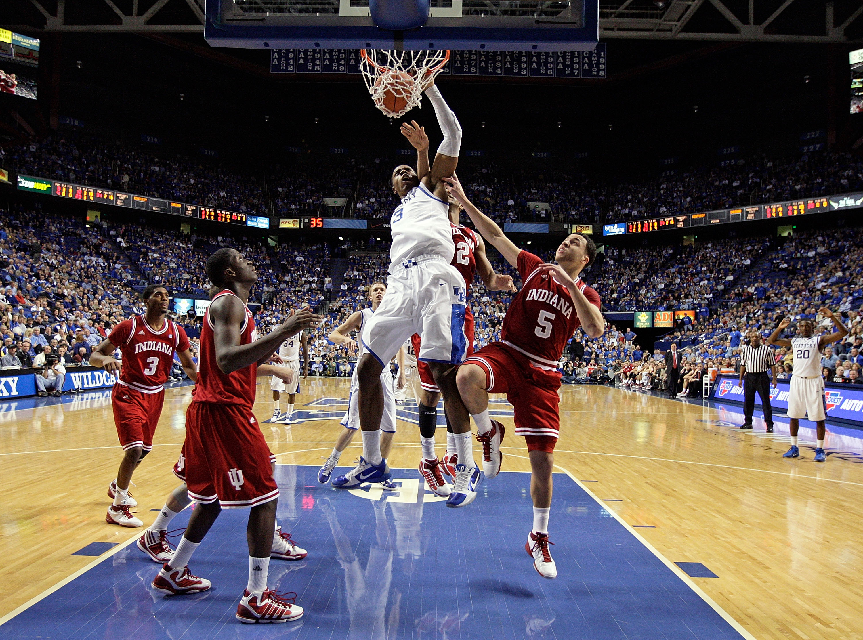 LEXINGTON, KY - DECEMBER 11:  Terrence Jones #3  of the Kentucky Wildcats dunks the ball during the 81-62 victory over the Indiana Hoosiers on December 11, 2010 in Lexington, Kentucky.  (Photo by Andy Lyons/Getty Images)