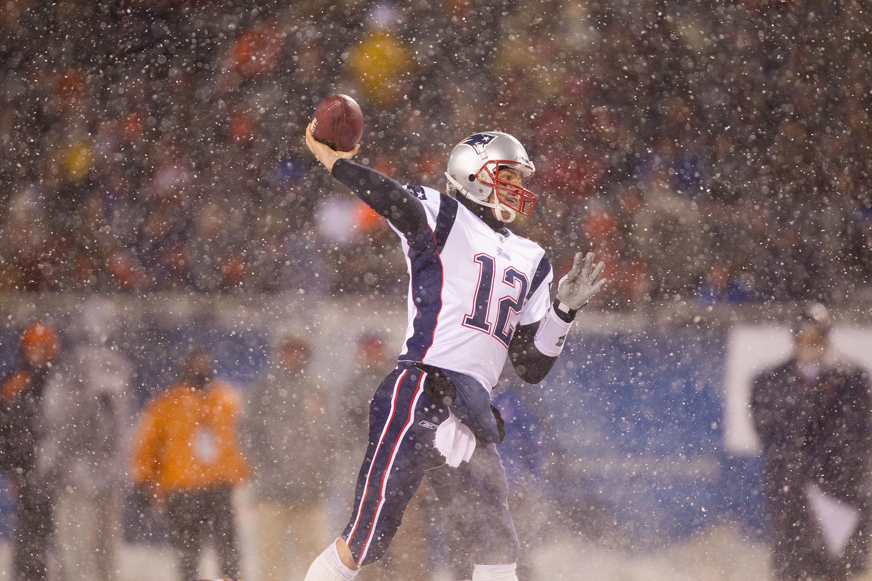 CHICAGO, IL - DECEMBER 12: Tom Brady #12 of the New England Patriots passes against the Chicago Bears at Soldier Field on December 12, 2010 in Chicago, Illinois.  The Patriots beat the Bears 36-7.  (Photo by Dilip Vishwanat/Getty Images)