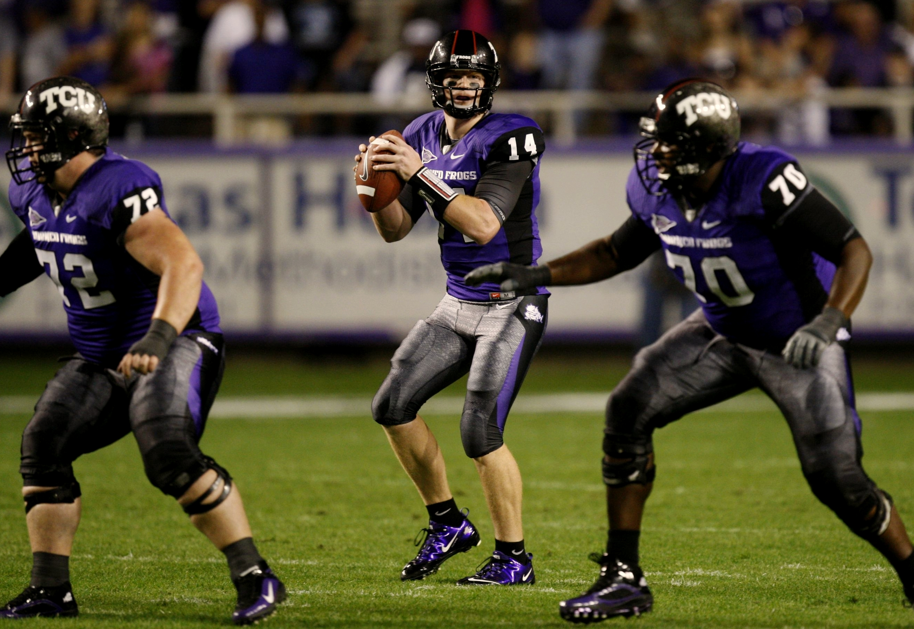 FORT WORTH, TX - NOVEMBER 14:  Quarterback Andy Dalton #14 of the TCU Horned Frogs looks to pass the ball in the first quarter against the Utah Utes at Amon G. Carter Stadium on November 14, 2009 in Fort Worth, Texas.  (Photo by Ronald Martinez/Getty Imag
