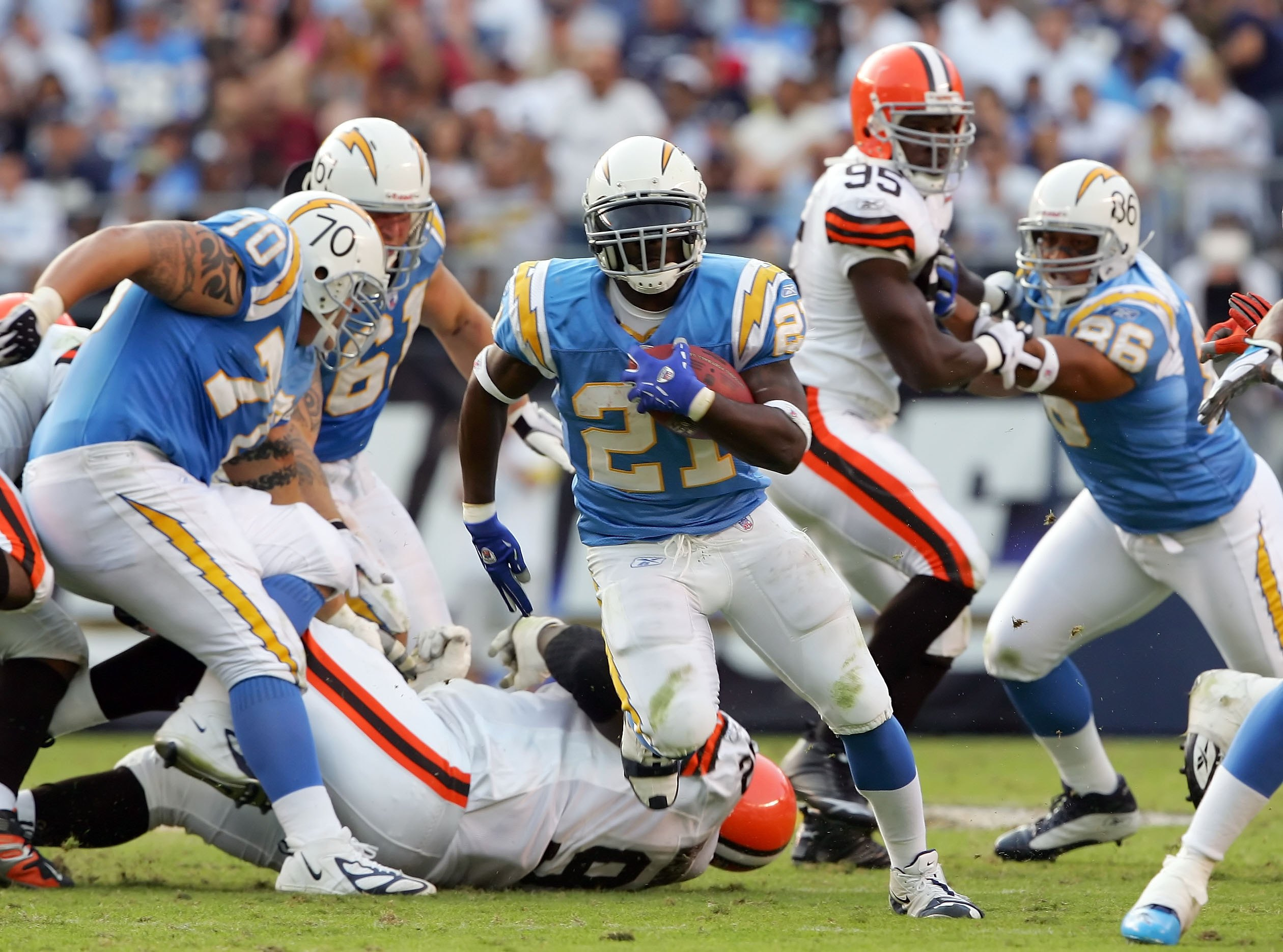 SAN DIEGO - NOVEMBER 5: LaDanian Tomlinson #21 of the San Diego Chargers carrries the ball 41 yards for a touchdown in the second half against the Cleveland Browns on November 5, 2006 at Qualcomm Stadium in San Diego, California. (Photo by Lisa Blumenfeld