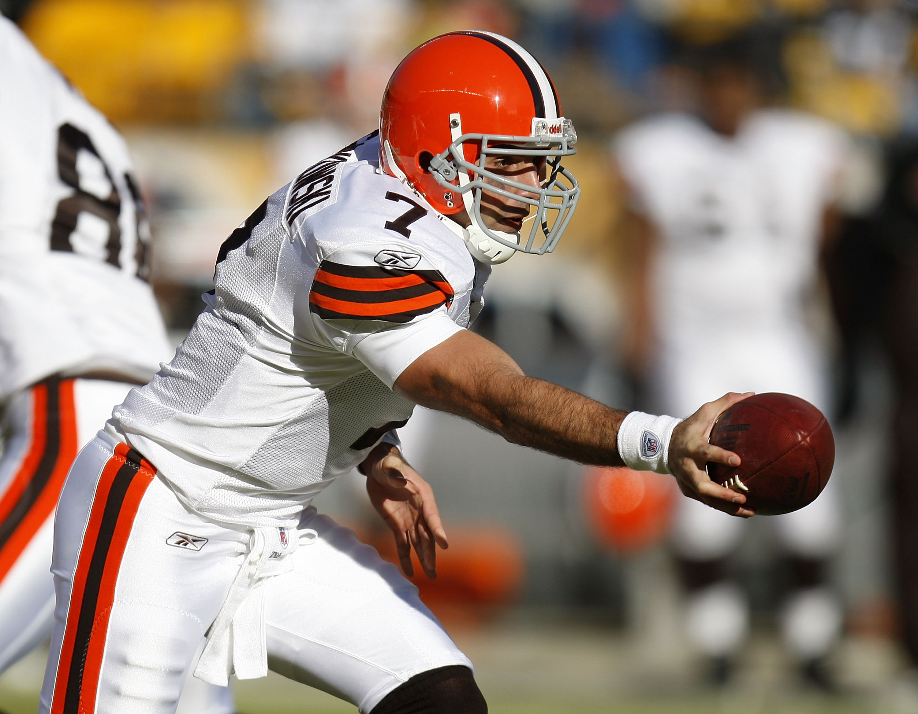 PITTSBURGH - DECEMBER 28: Bruce Gradkowski #7 of the Cleveland Browns gets ready to hand off in the first quarter while playing the Pittsburgh Steelers at Heinz Field December 28, 2008 in Pittsburgh, Pennsylvania. (Photo by Gregory Shamus/Getty Images)