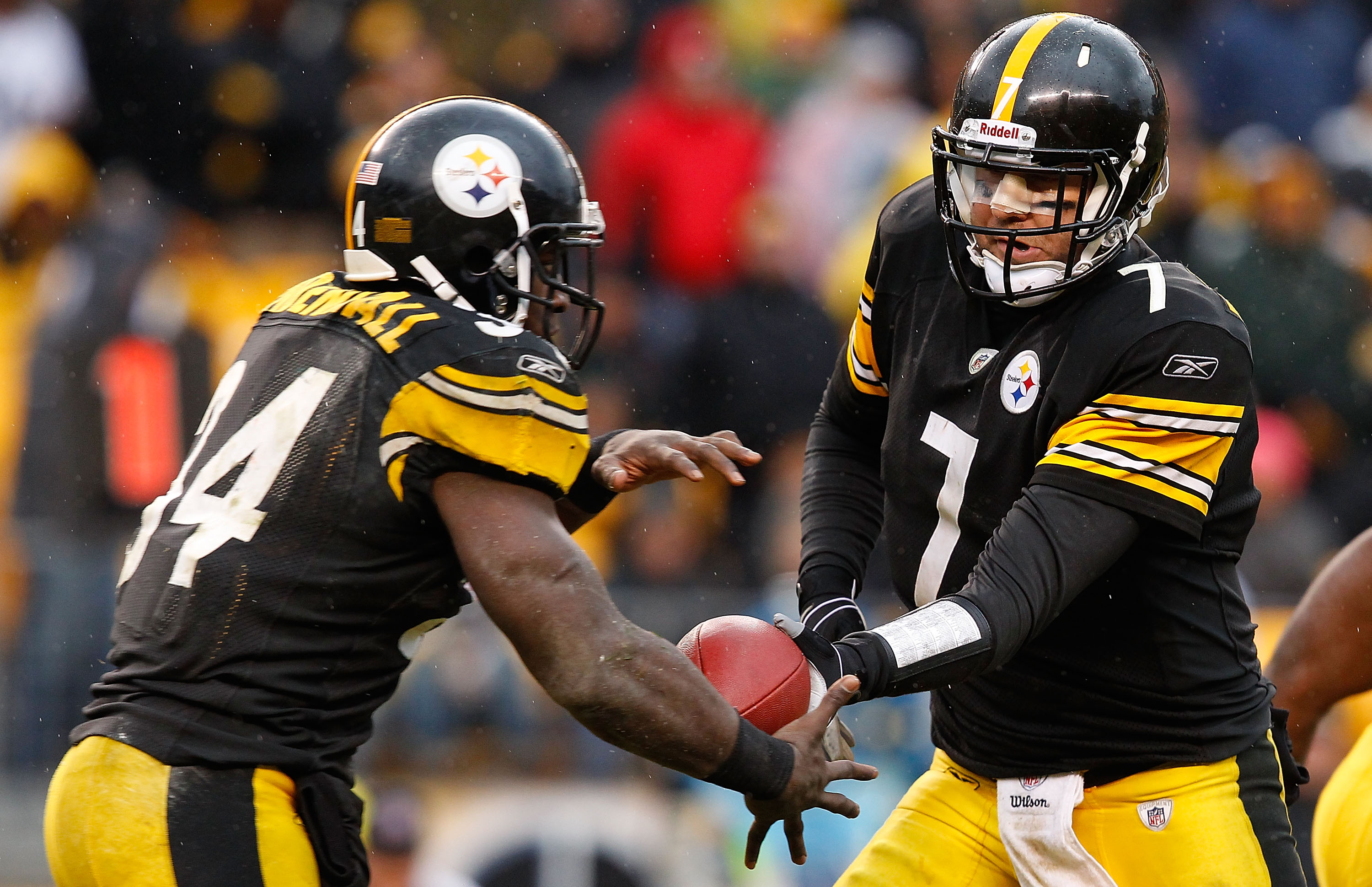 PITTSBURGH - DECEMBER 12:  Ben Roethlisberger #7 of the Pittsburgh Steelers hands the ball off to teammate Rashard Mendenhall #34 during the game against the Cincinnati Bengals on December 12, 2010 at Heinz Field in Pittsburgh, Pennsylvania.  (Photo by Ja