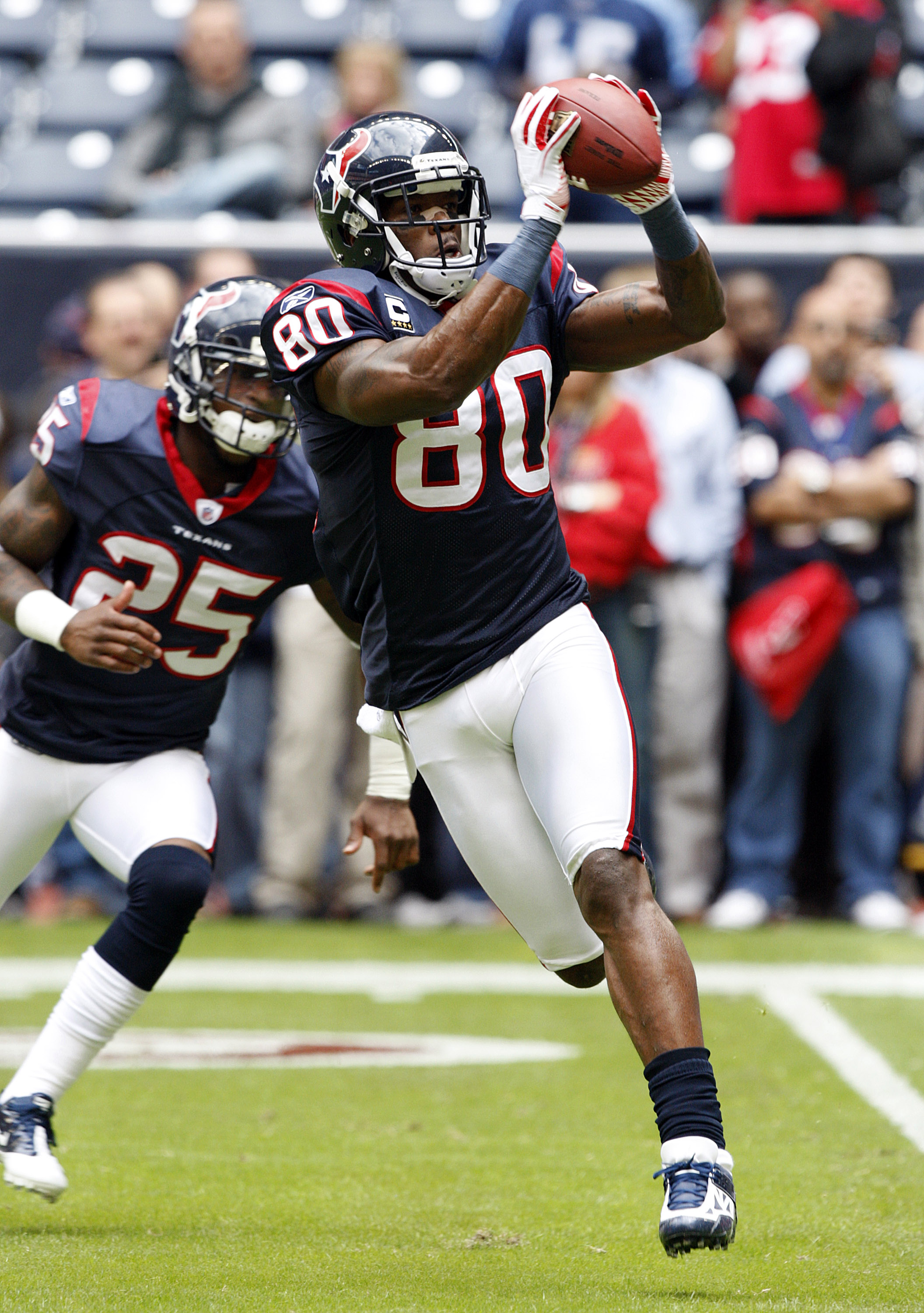 HOUSTON - NOVEMBER 28:  Wide receiver Andre Johnson #80 of the Houston Texans catches a pass during warm ups before playing the Tennessee Titans at Reliant Stadium on November 28, 2010 in Houston, Texas.  (Photo by Bob Levey/Getty Images)