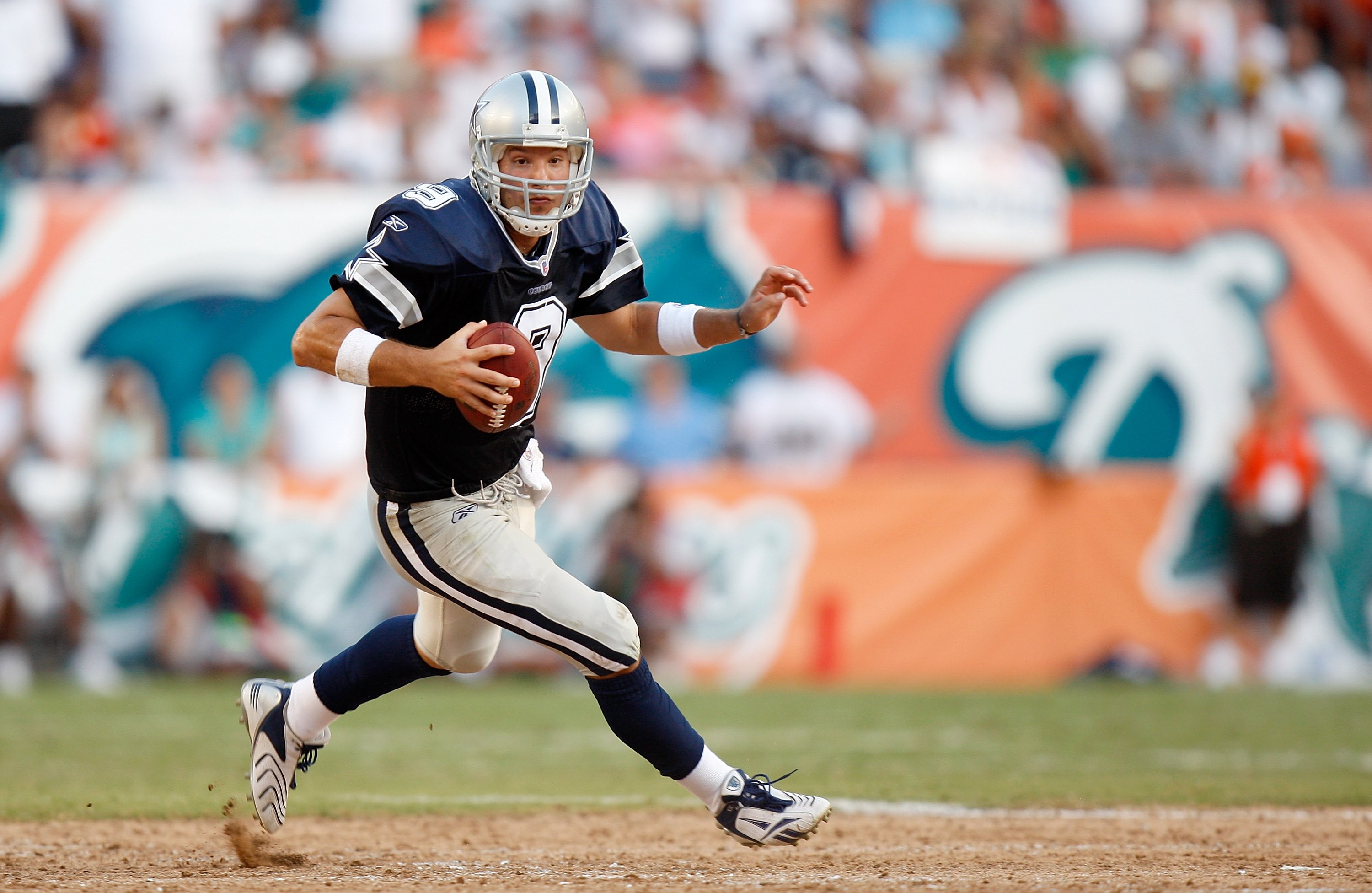 MIAMI - SEPTEMBER 16: Quarterback Tony Romo #9 of the Dallas Cowboys scrambles against the Miami Dolphins at Dolphin Stadium on September 16, 2007 in Miami, Florida. The Cowboys defeated the Dolphins 37-20.  (Photo by Allen Kee/Getty Images)